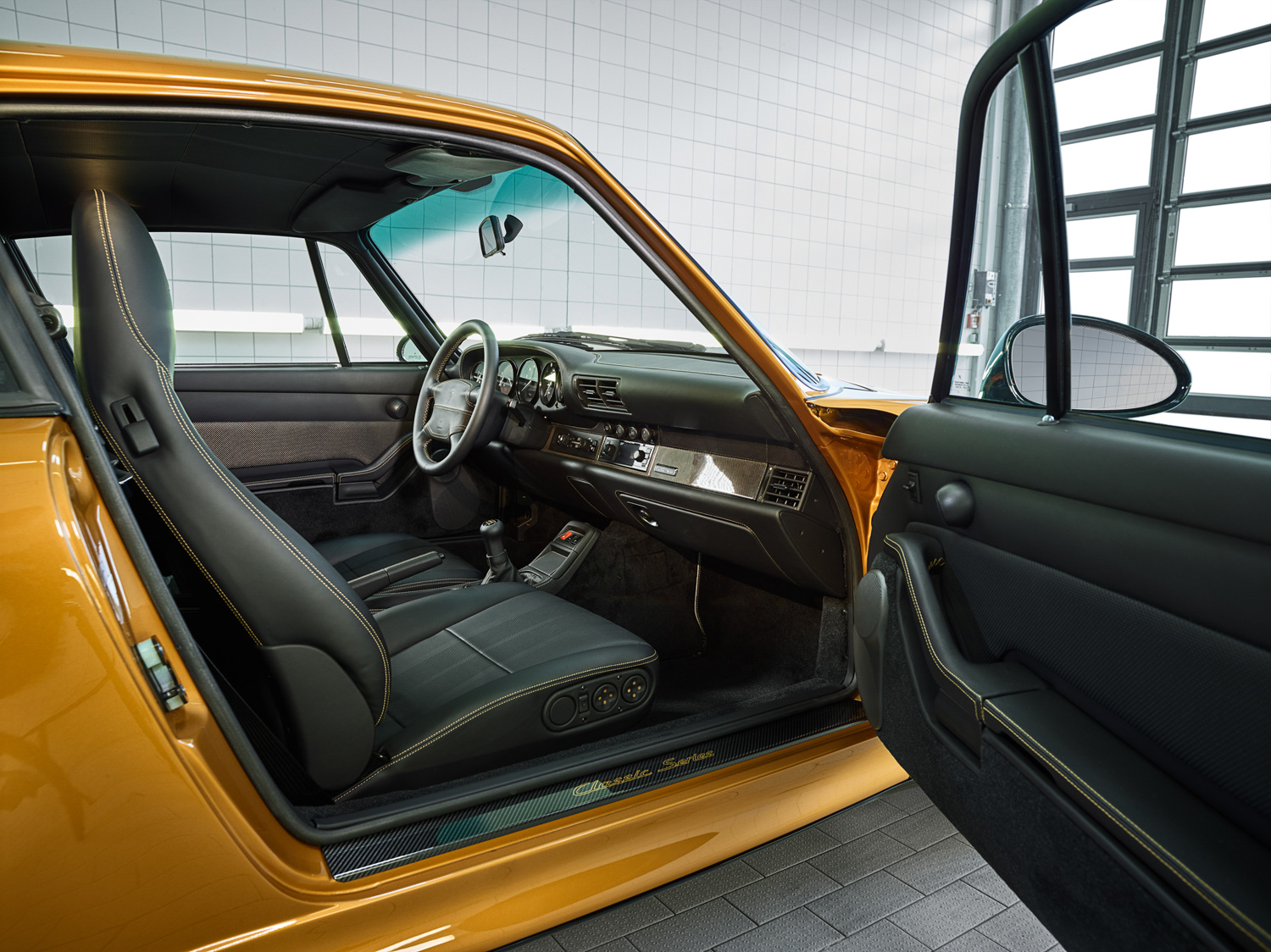 "Porsche ""Project Gold"" 993 Turbo interior"
