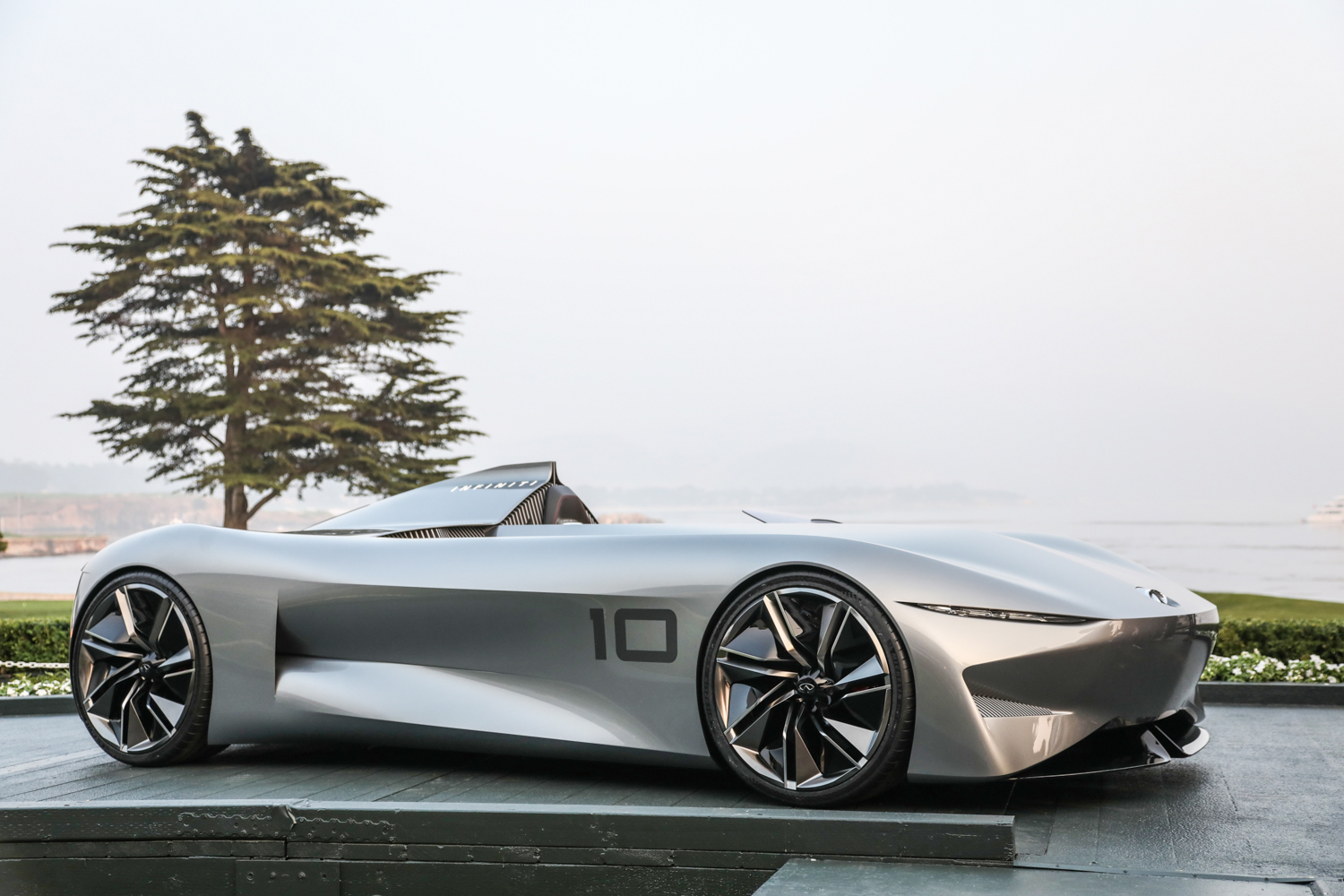 Infiniti is crushing it with yet another vintage racing concept. But why? thumbnail