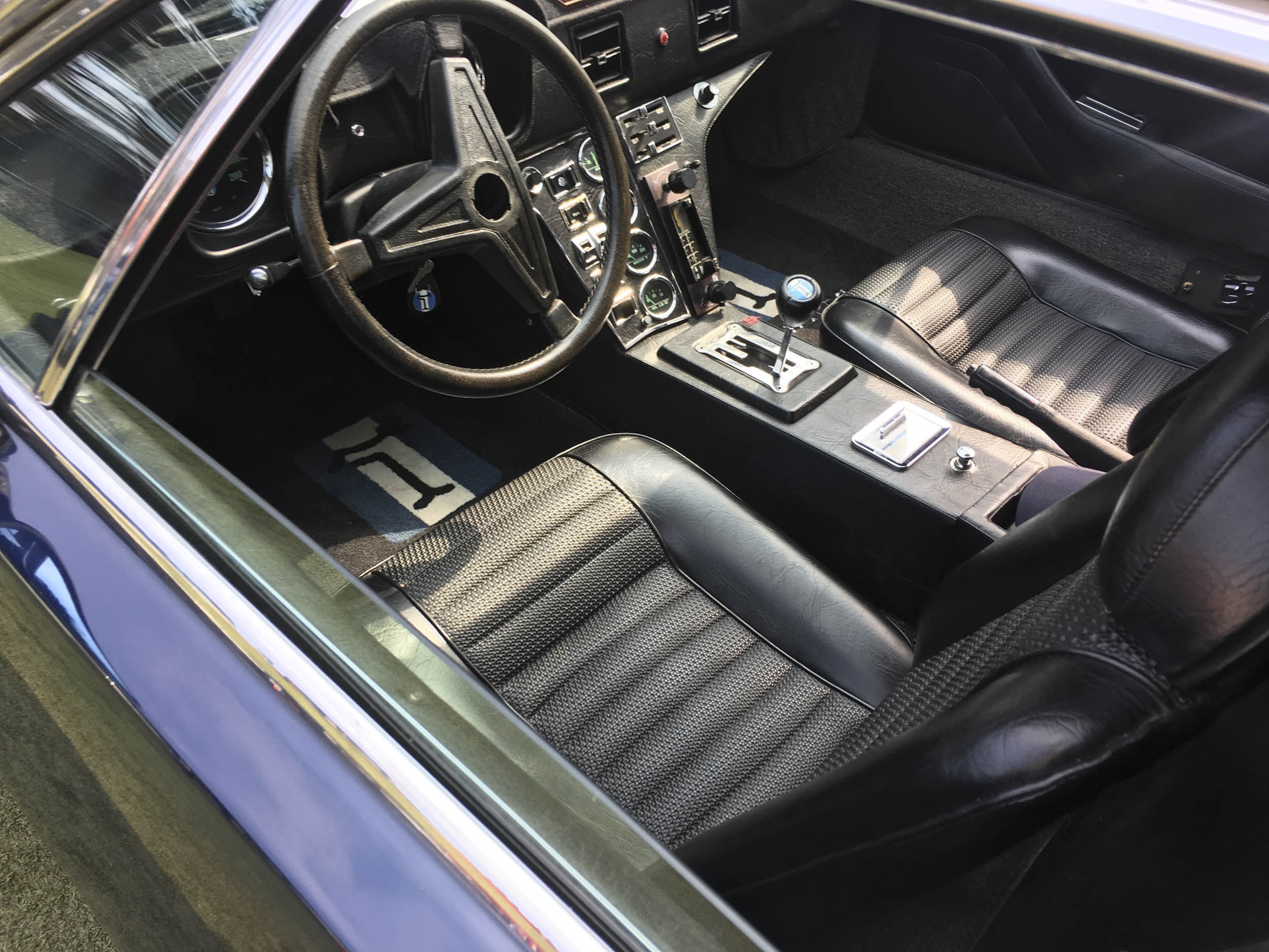 1972 DeTomaso Pantera interior