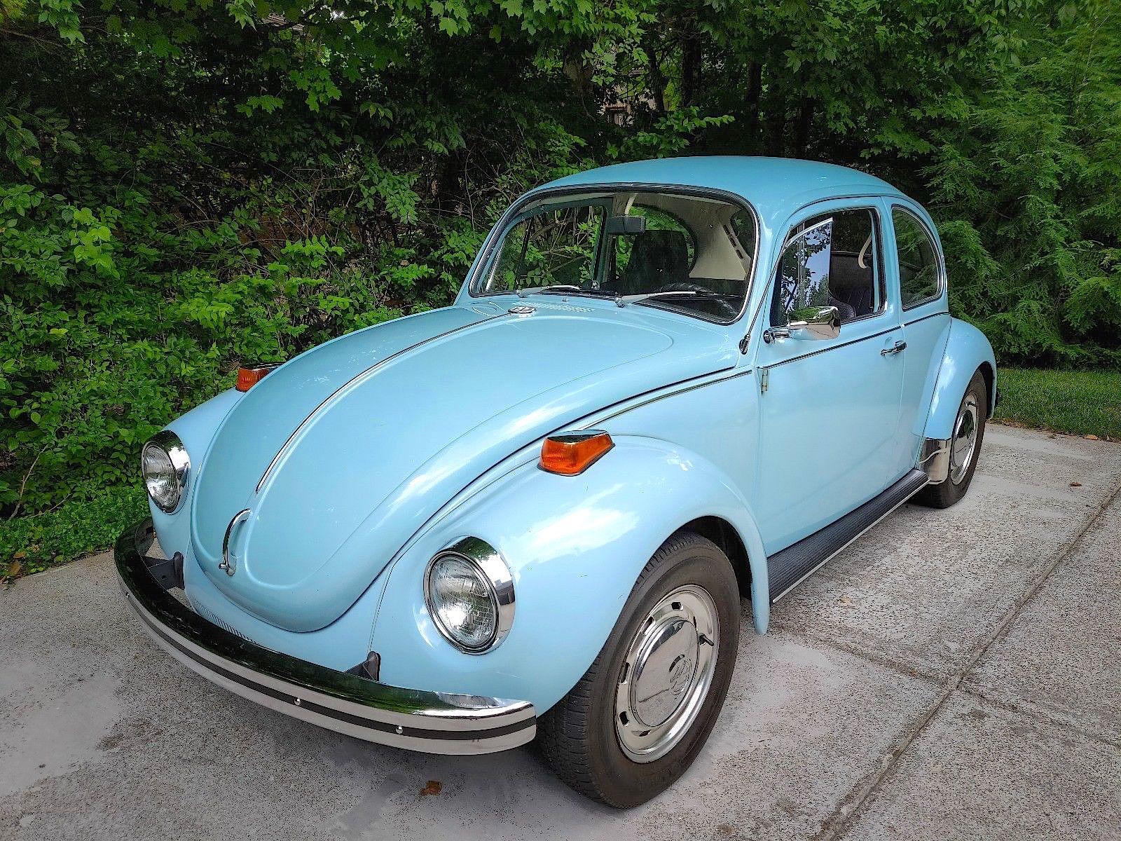 1972 Volkswagen Beetle blue front 3/4