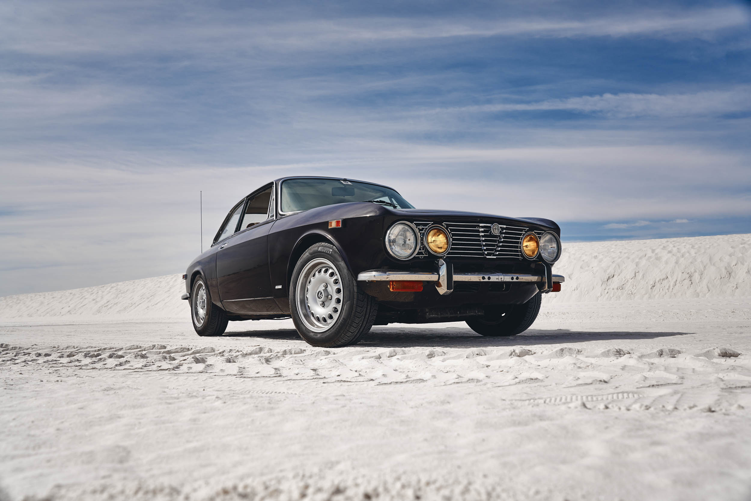 Alfa Romeo GTV low front 3/4 in the desert