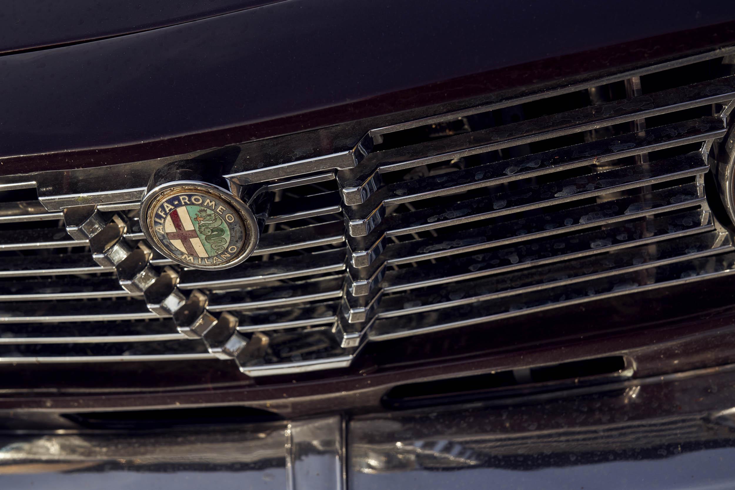 1974 Alfa Romeo GTV 2000 grille