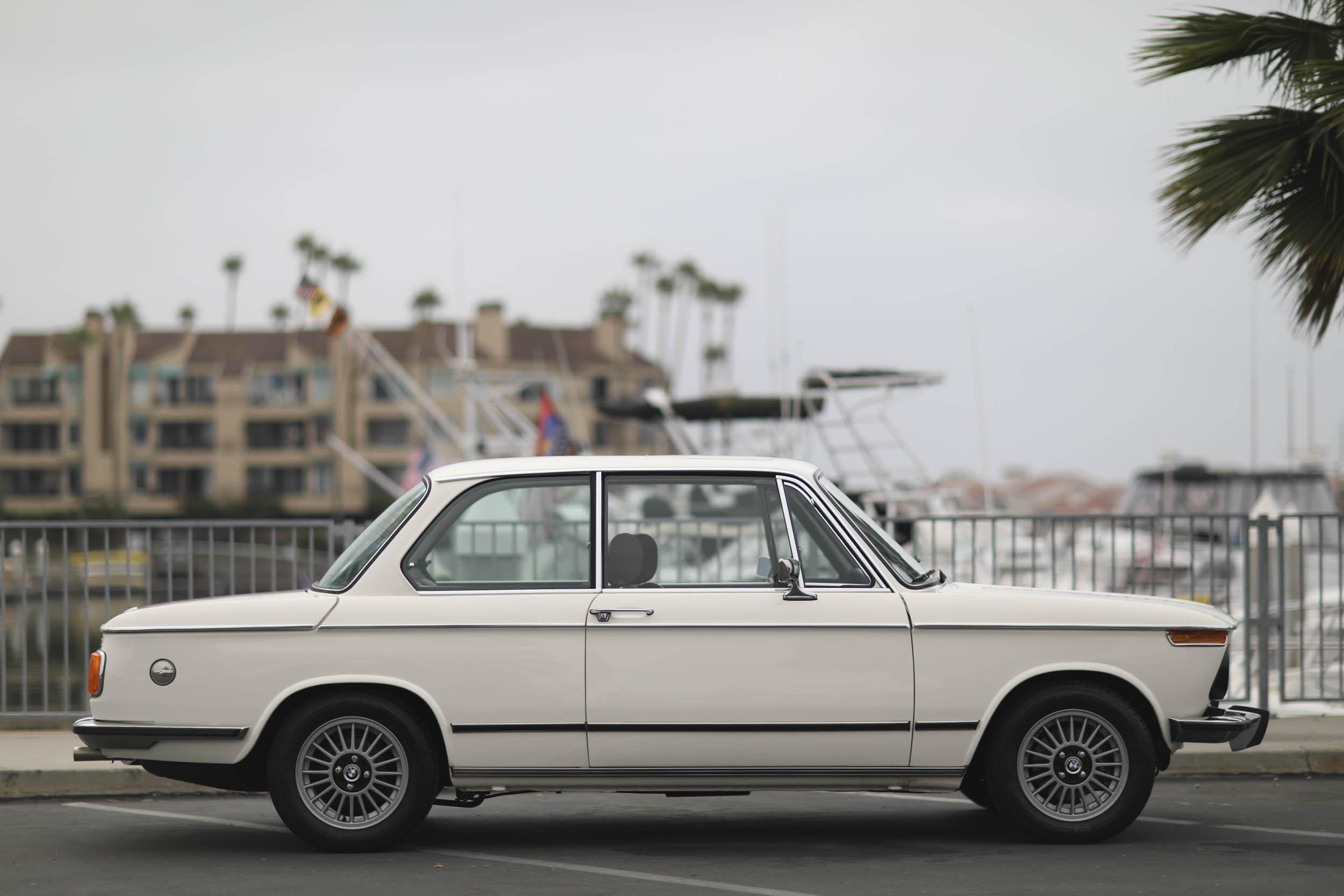 1975 BMW 2002 profile