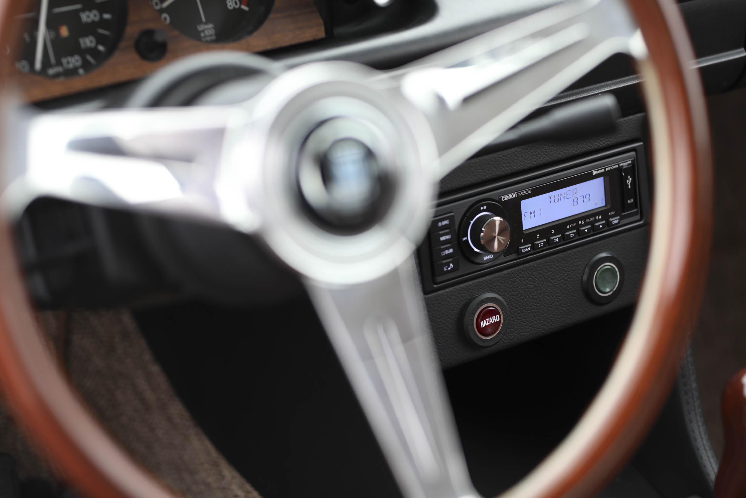 1975 BMW 2002 radio