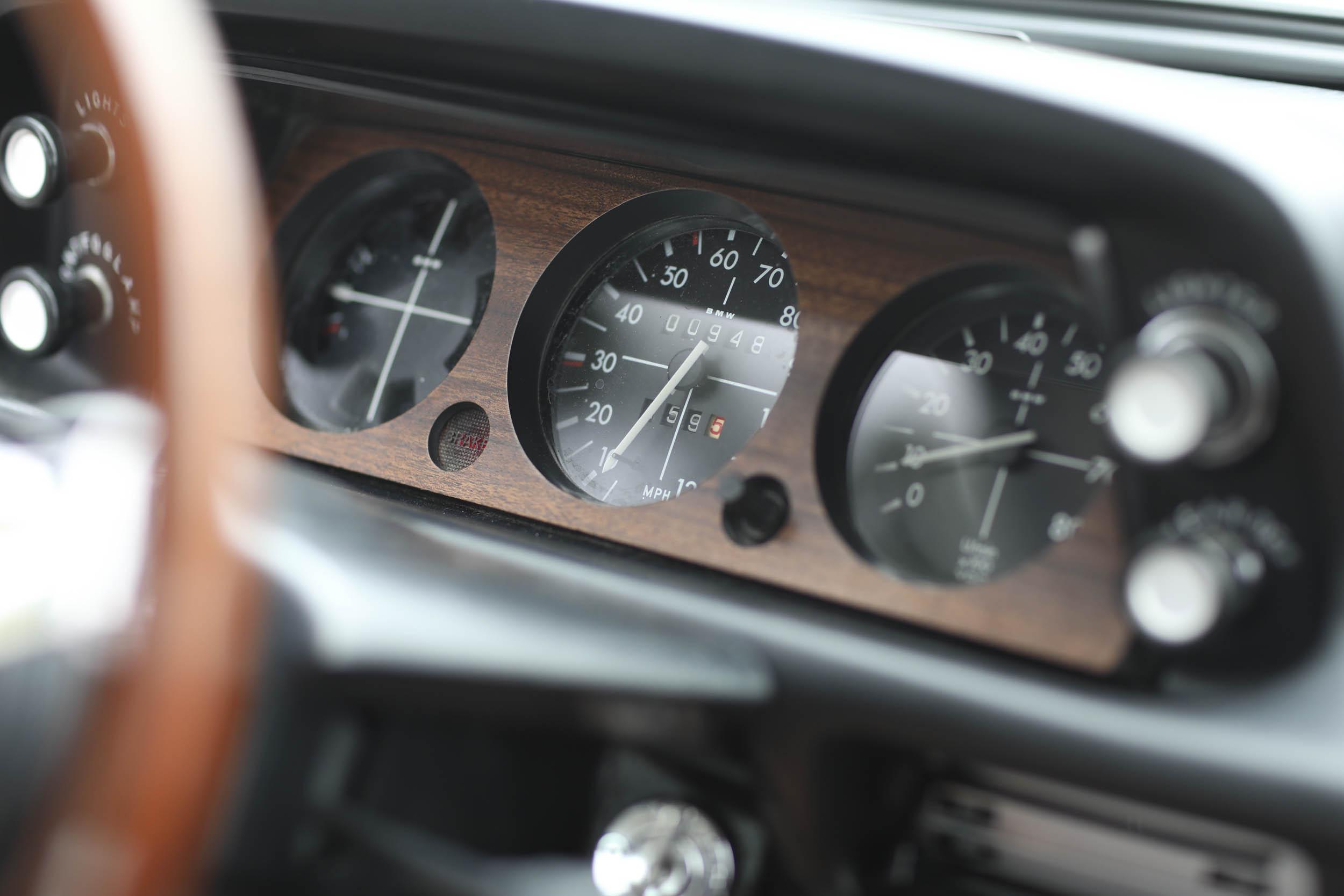 1975 BMW 2002 gauge cluster