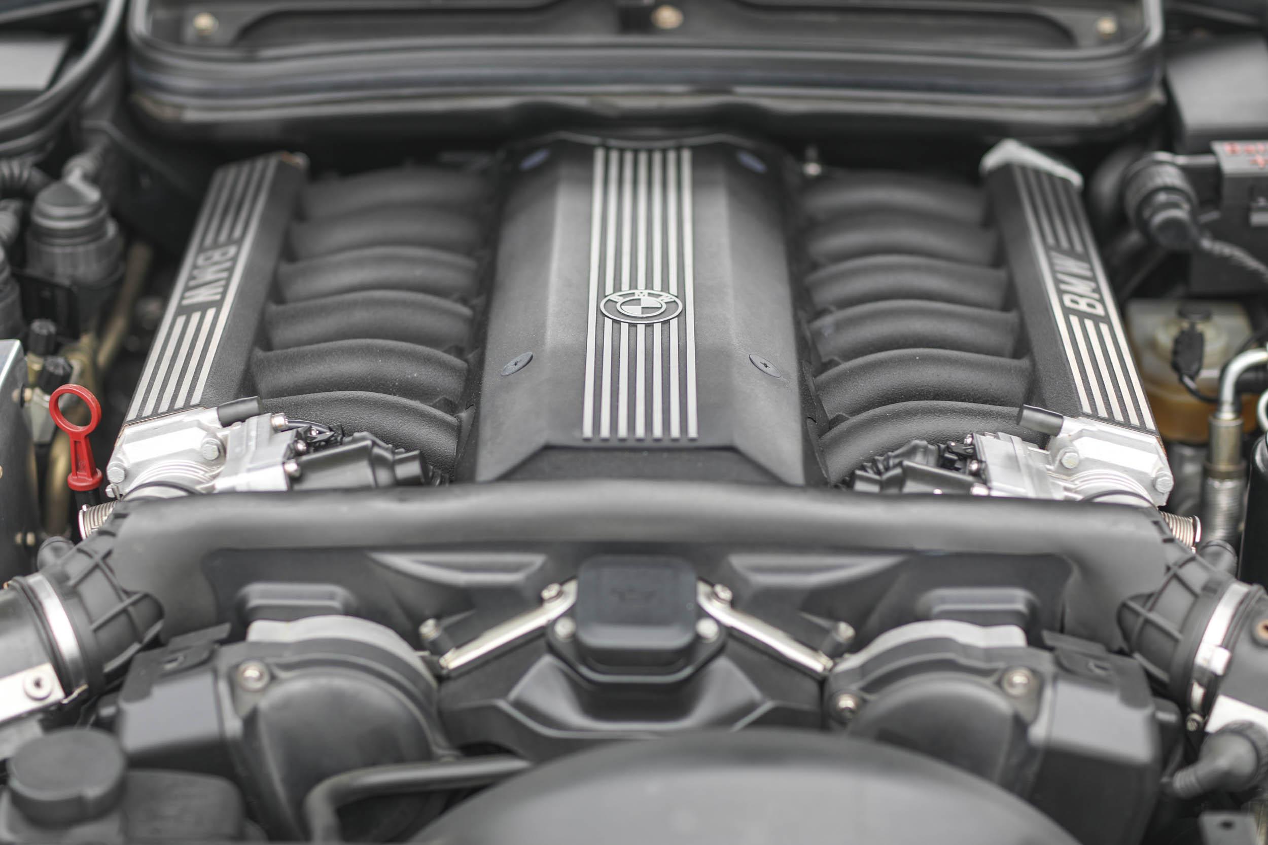 1993 BMW 850Ci engine