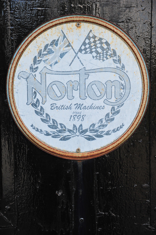 1960 Norton Dominator SS650 badge