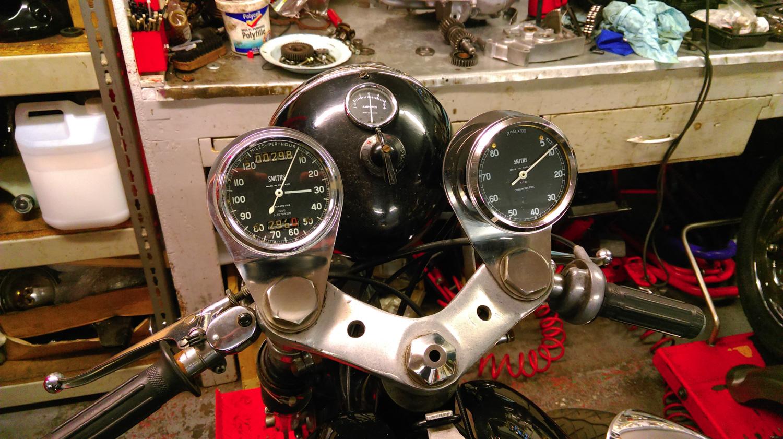 1960 Norton Dominator SS650 gauges