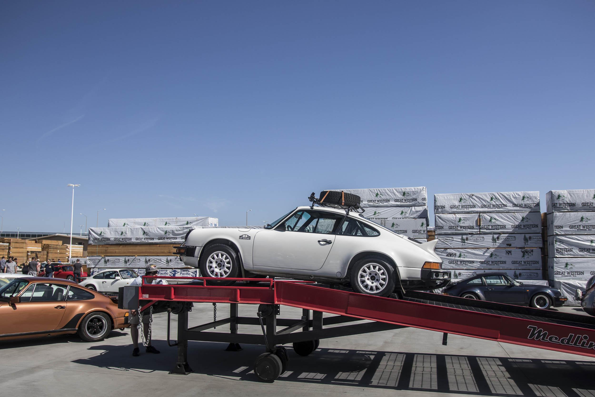 Porsche Safari 911 at Luftgekühlt on a mover
