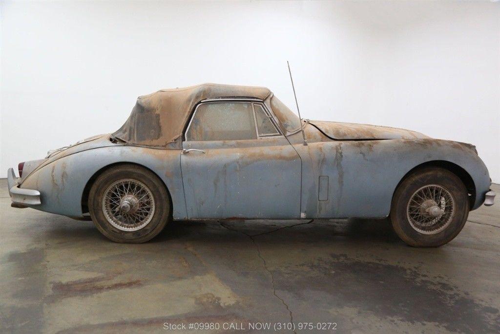1961 Jaguar XK150 side profile