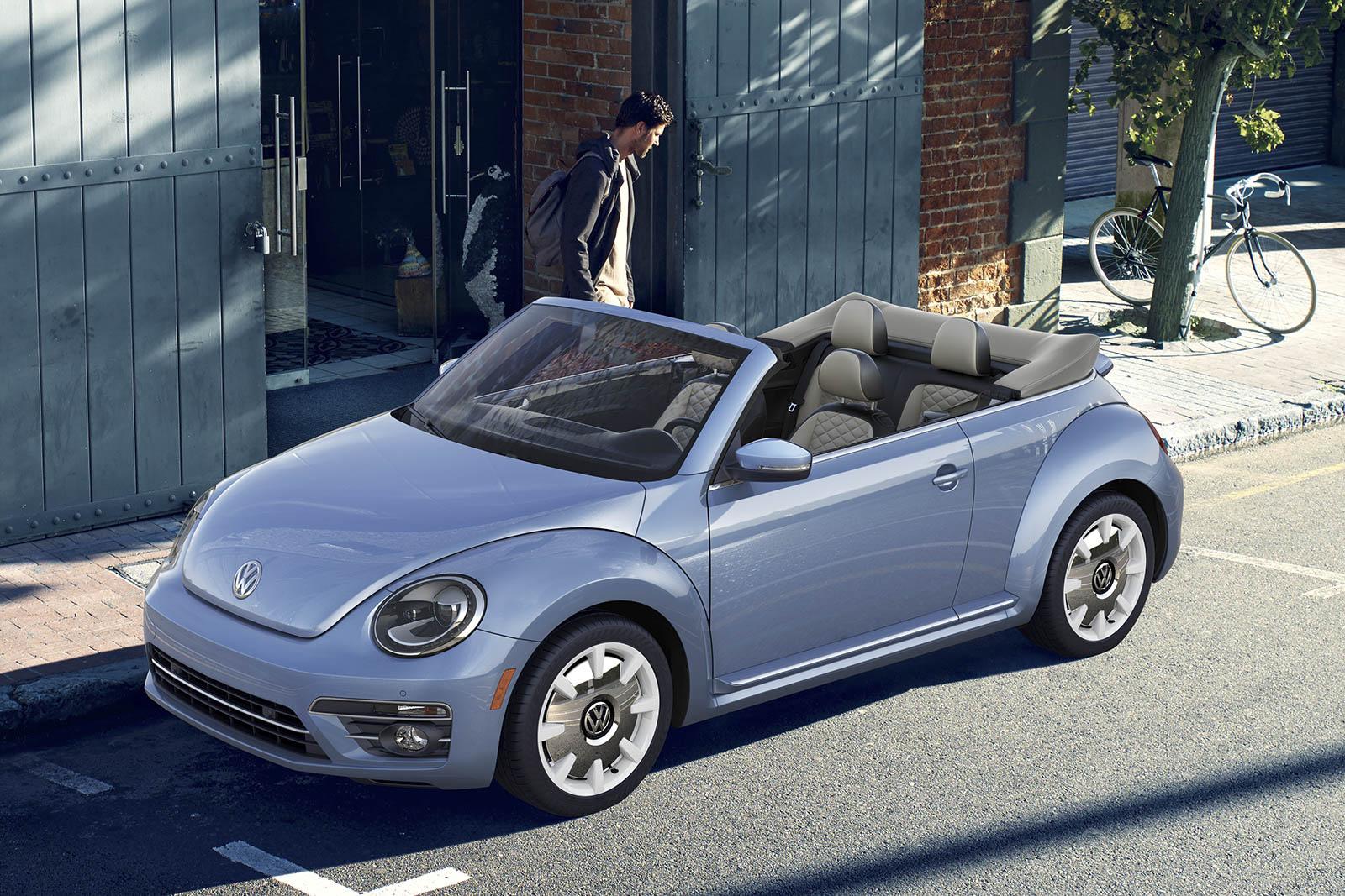 2019 Volkswagen Beetle Convertible front 3/4