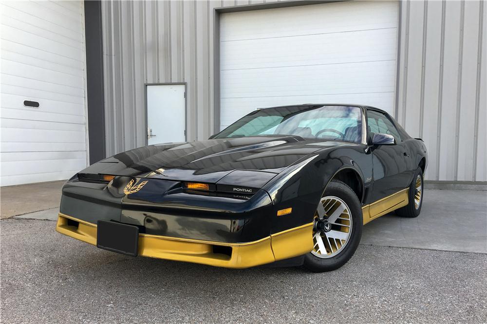 "1984 Pontiac Firebird Trans Am ""USFL Tampa Bay Bandits Promotional Car"" low 3/4 front"