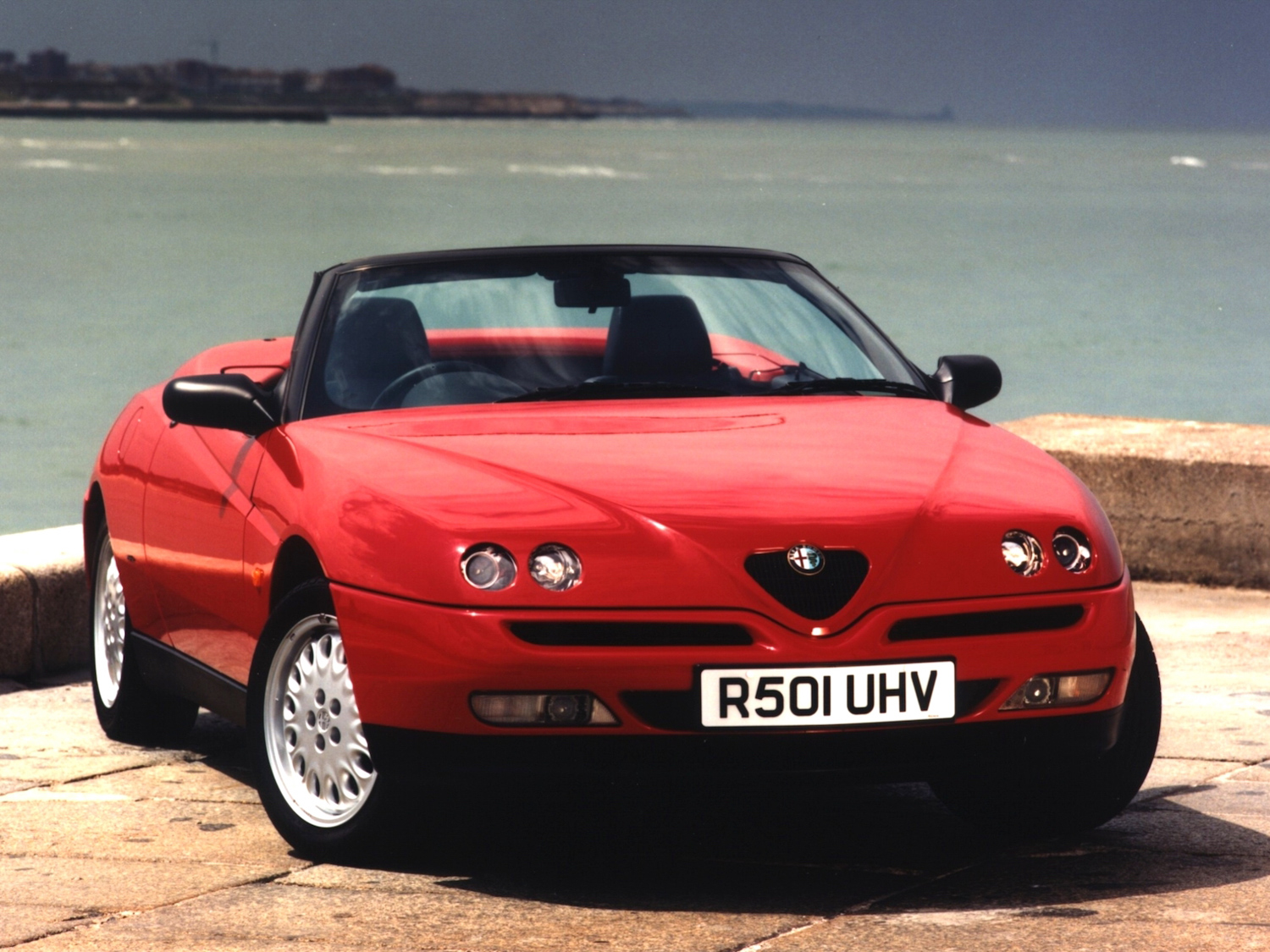 Alfa Romeo Spider red front 3/4