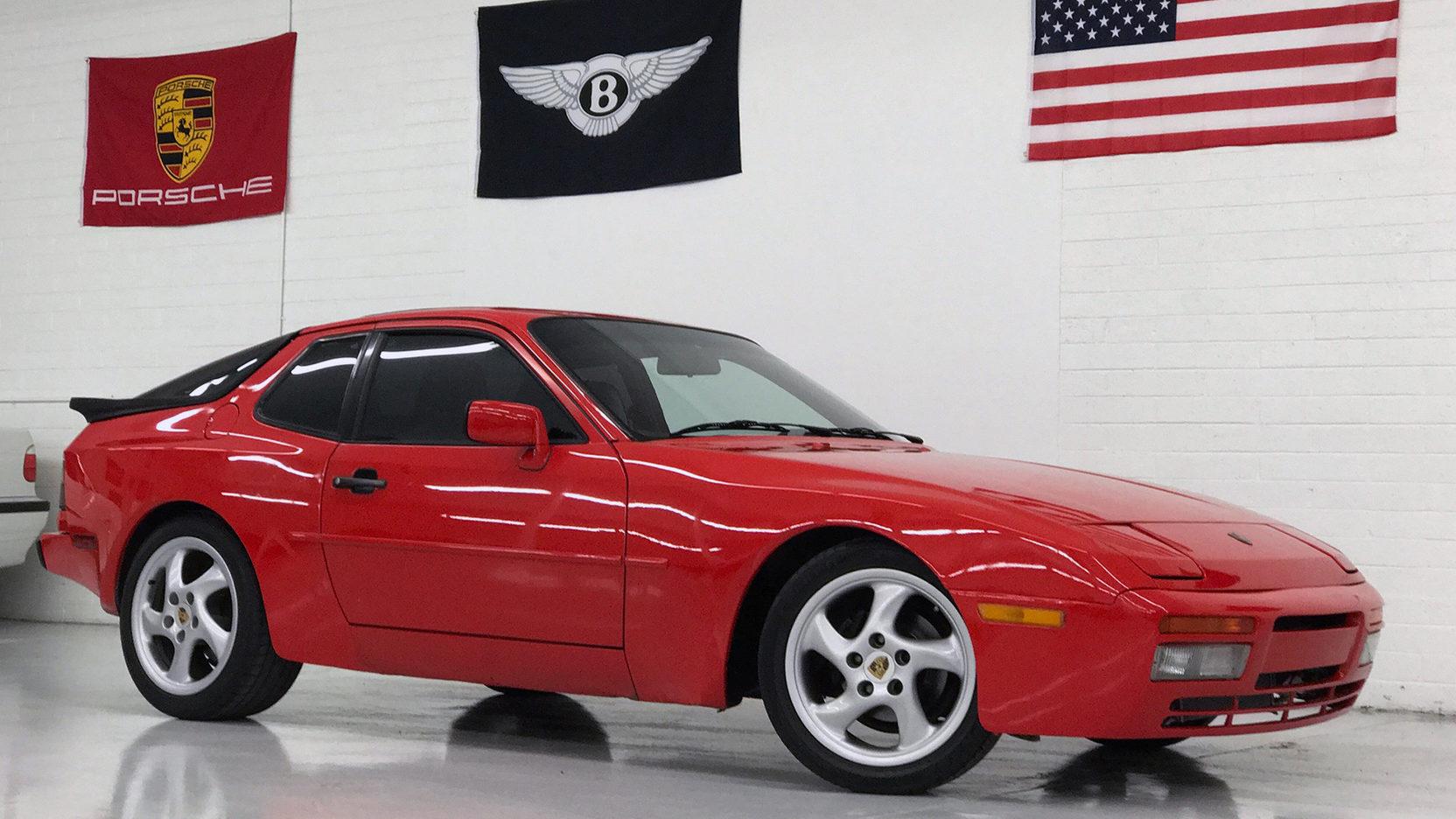 1986 Porsche 944 Turbo front 3/4 red