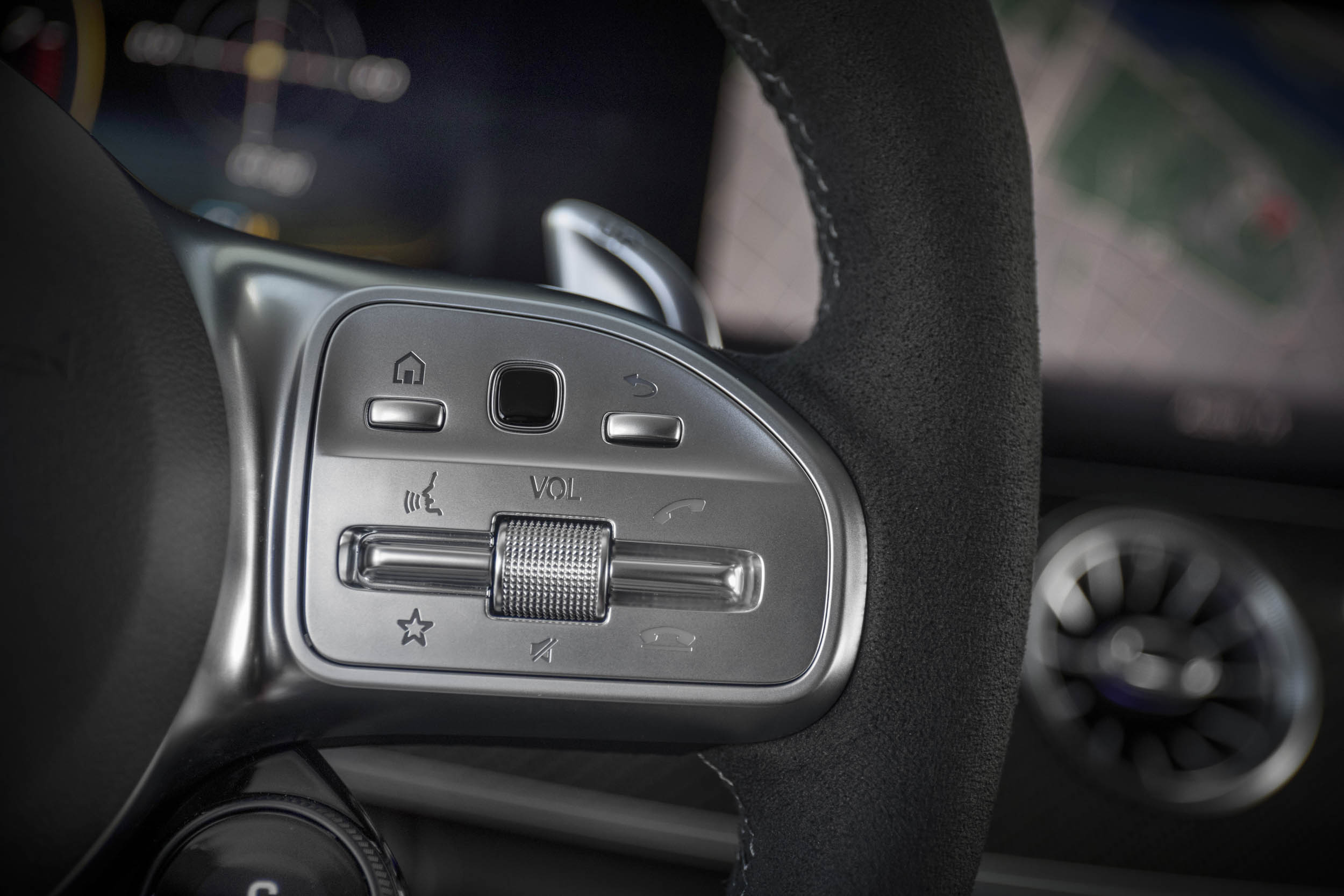 Mercedes-AMG GT 63 S steering wheel buttons