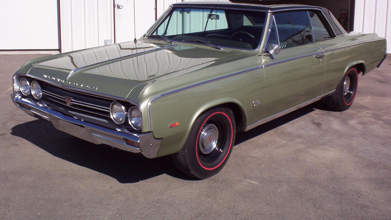1964 Oldsmobile 4-4-2 green 3/4