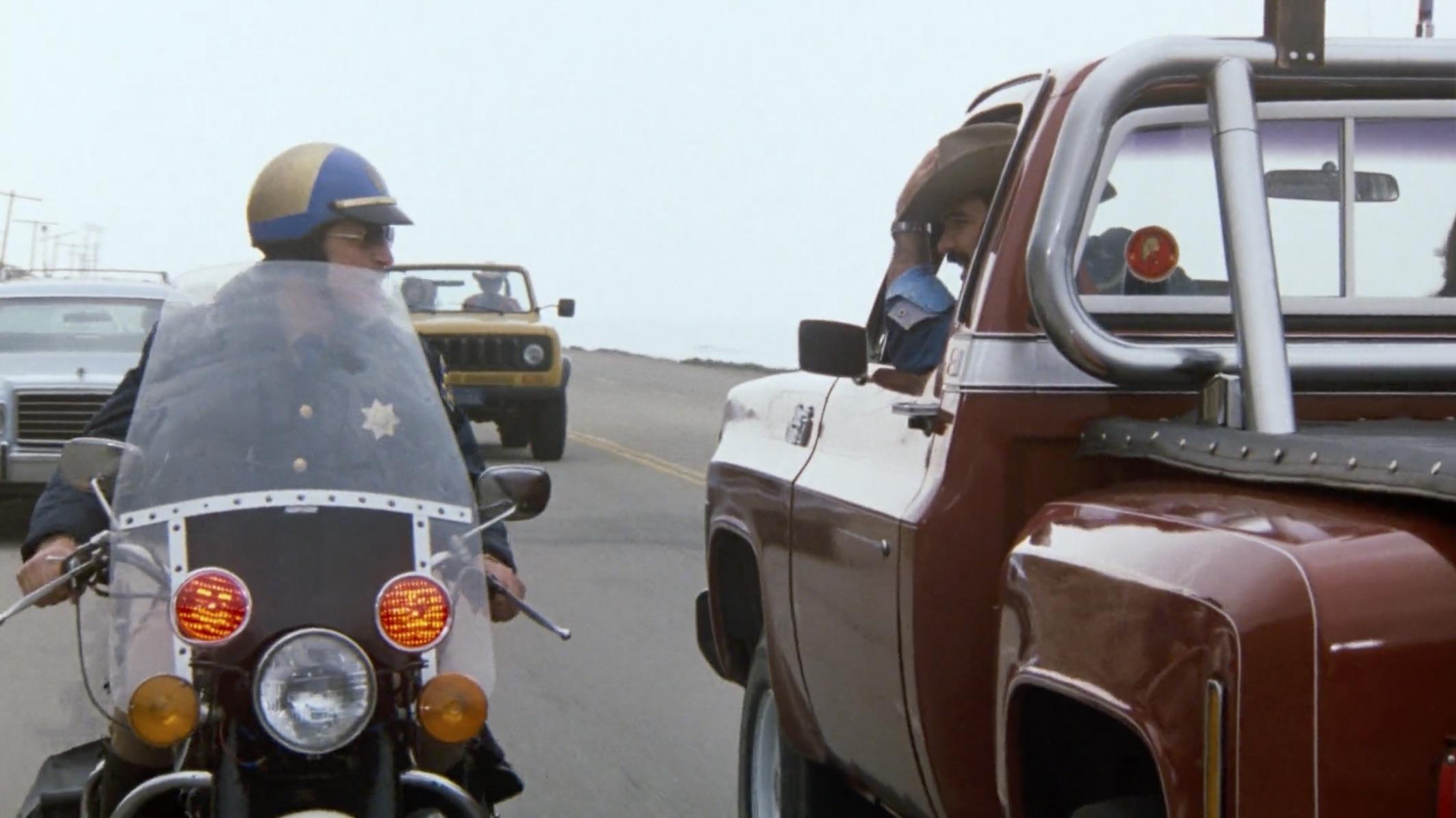 Burt Reynolds Hooper backwards truck cop chase