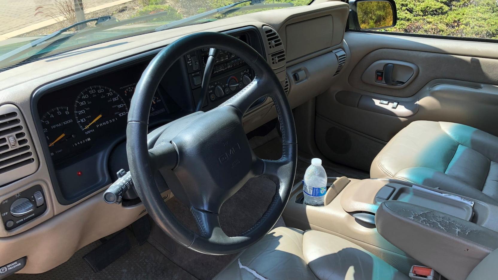 1998 GMC Suburban SLT interior dash