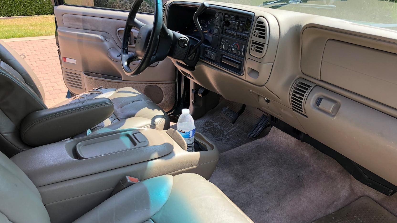 1998 GMC Suburban SLT front seats