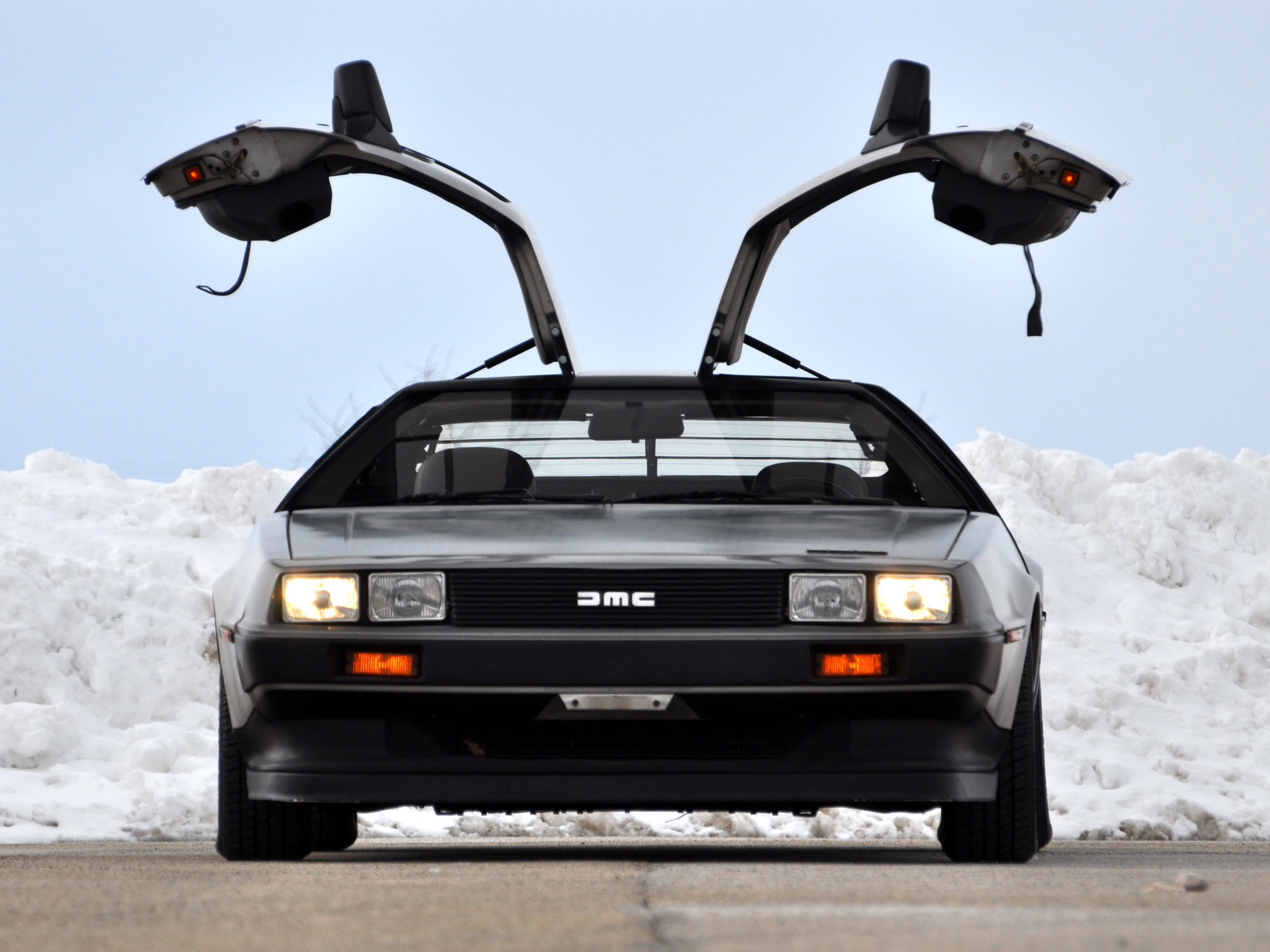 DeLorean DMC-12 front