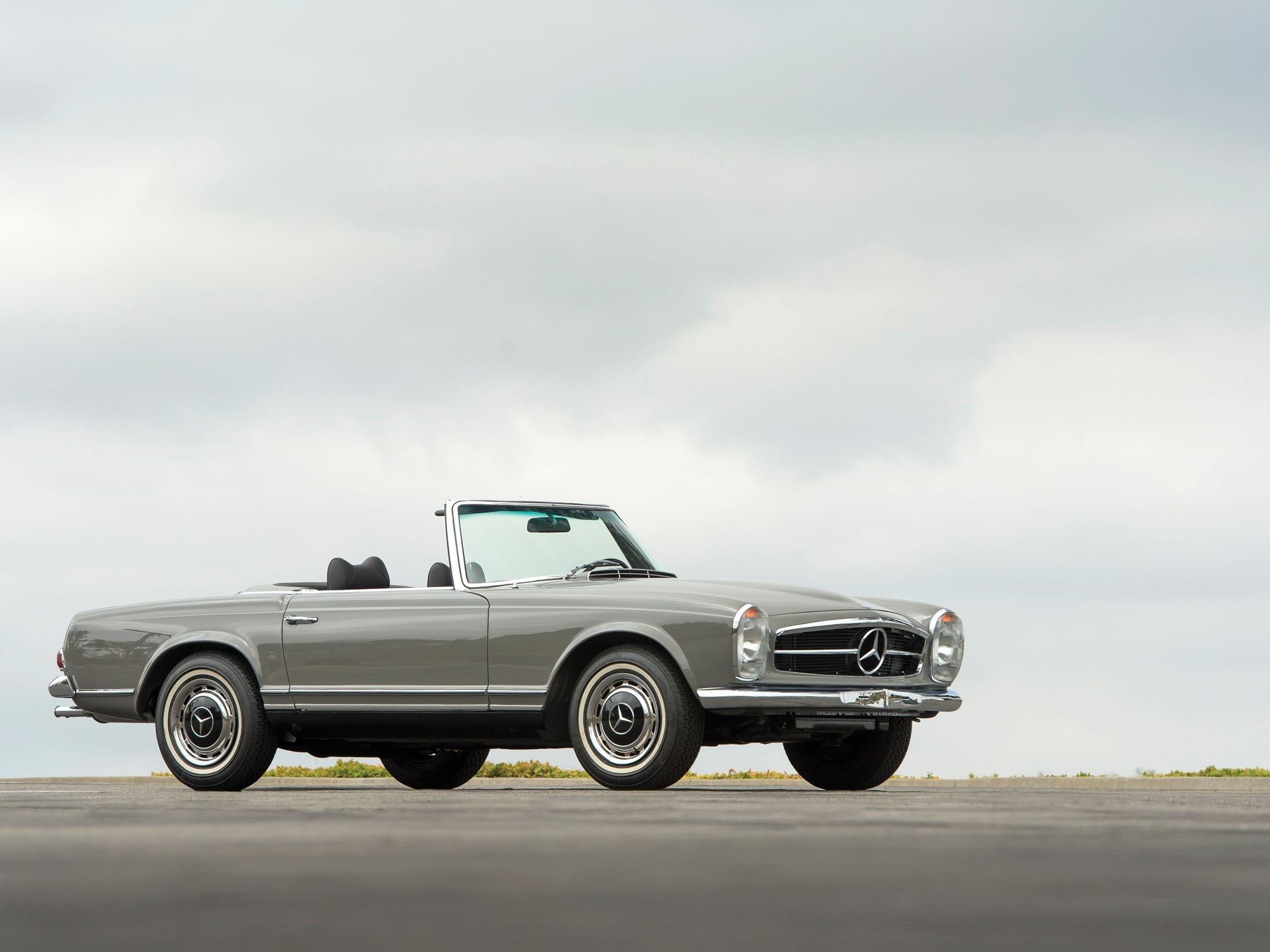 1970 Mercedes-Benz 280SL gray 3/4 low