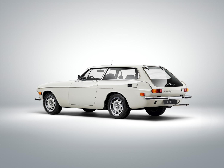 Volvo P1800 ES 3/4 rear white