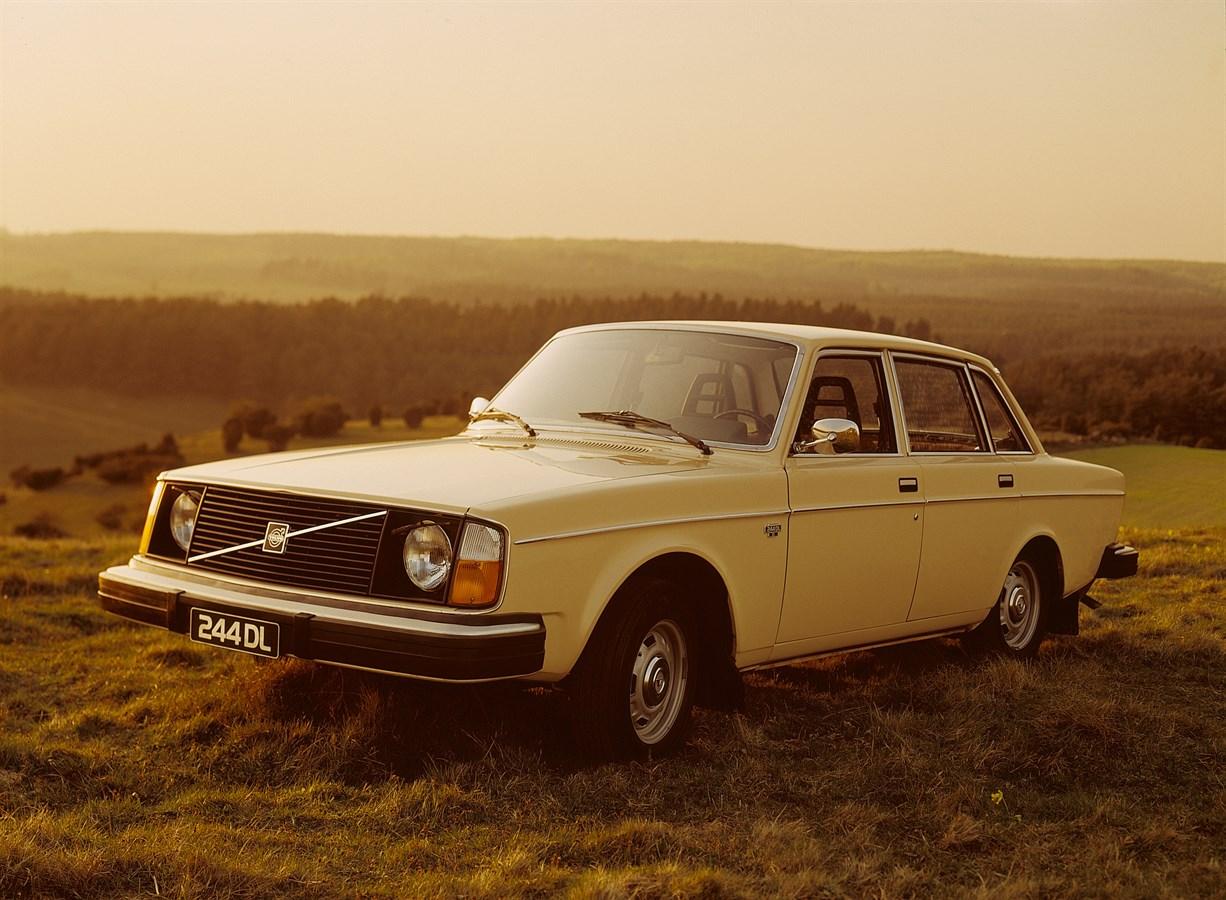 1974 Volvo 244 DL front 3/4