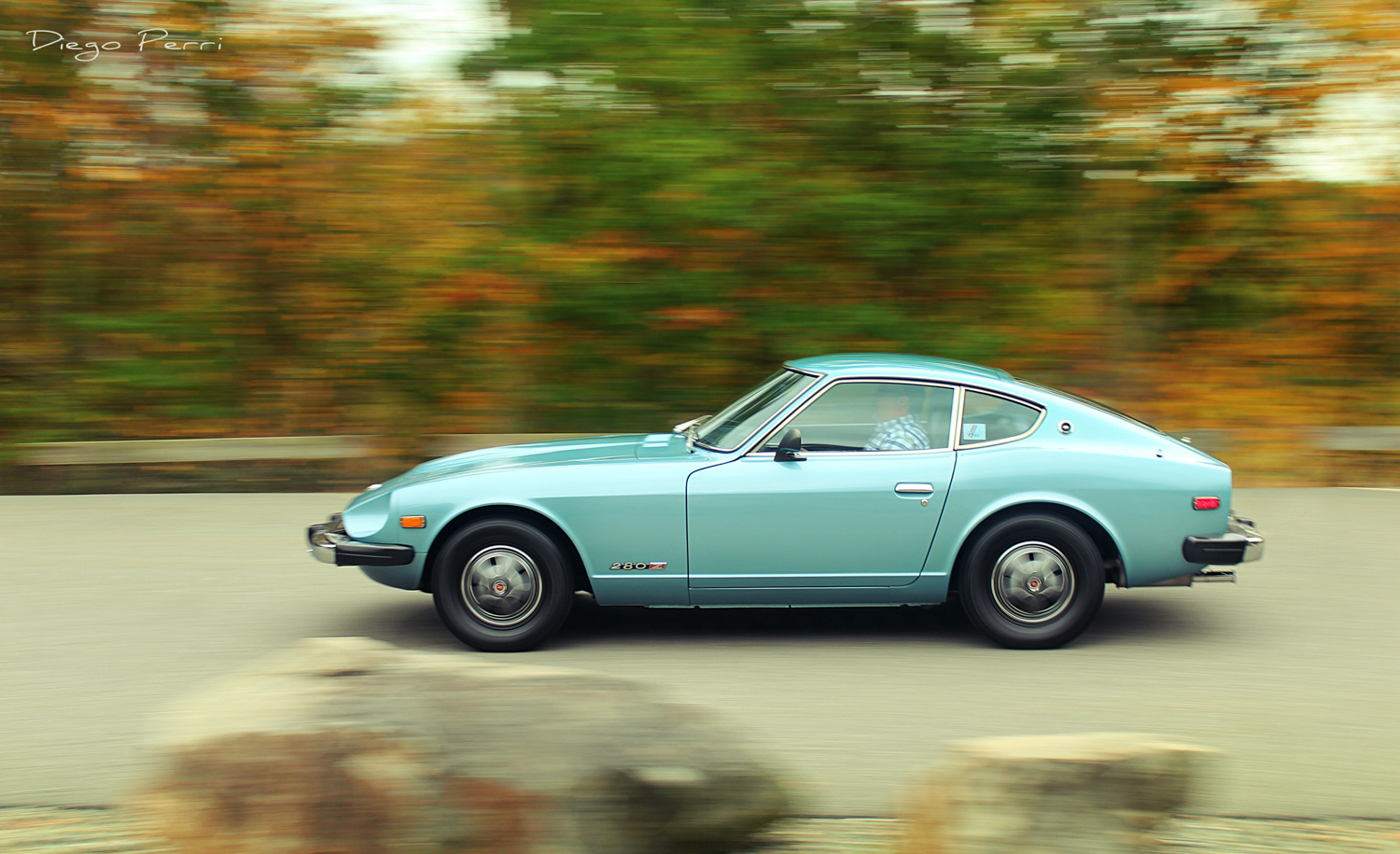1976 Datsun 280Z side profile driving