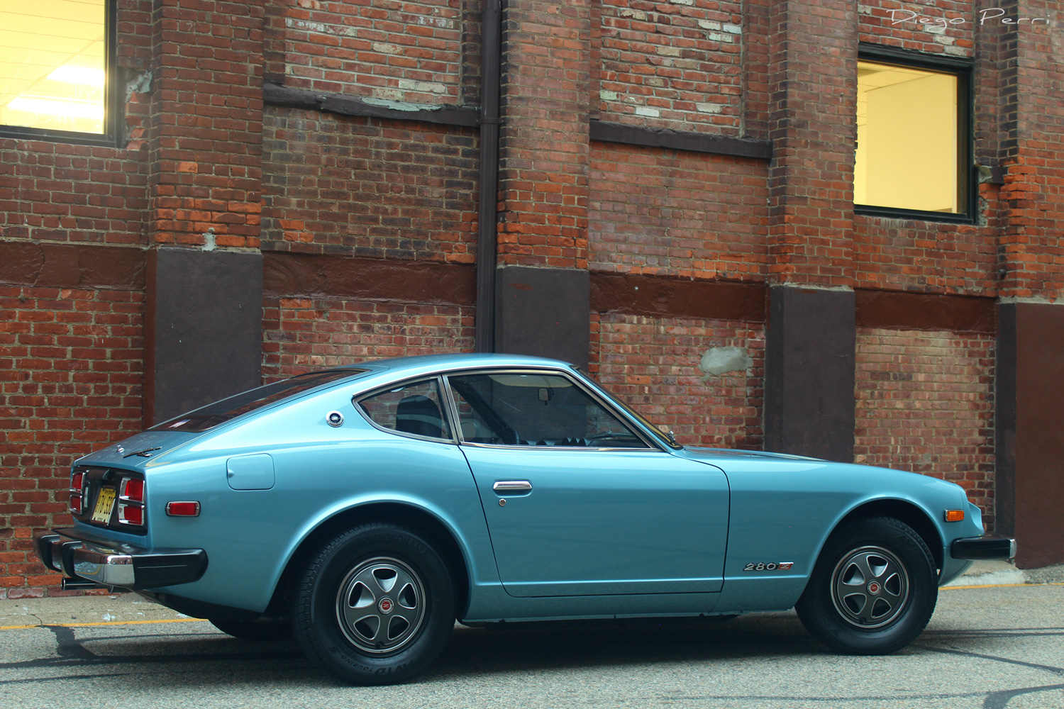 1976 Datsun 280Z side profile brick wall