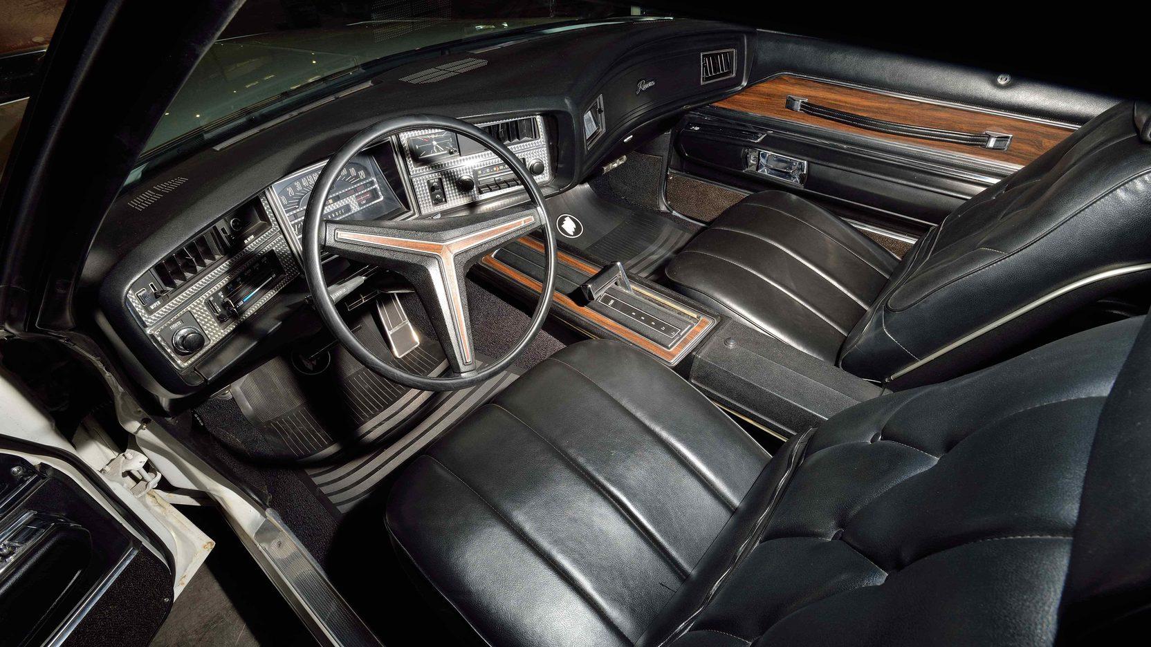 1971 Buick Riviera interior driver