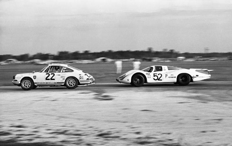 911 at Sebring 1969 in Porsche of America colors