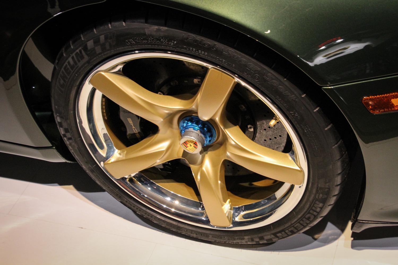 Porsche classic Carrera GT restoration green wheel