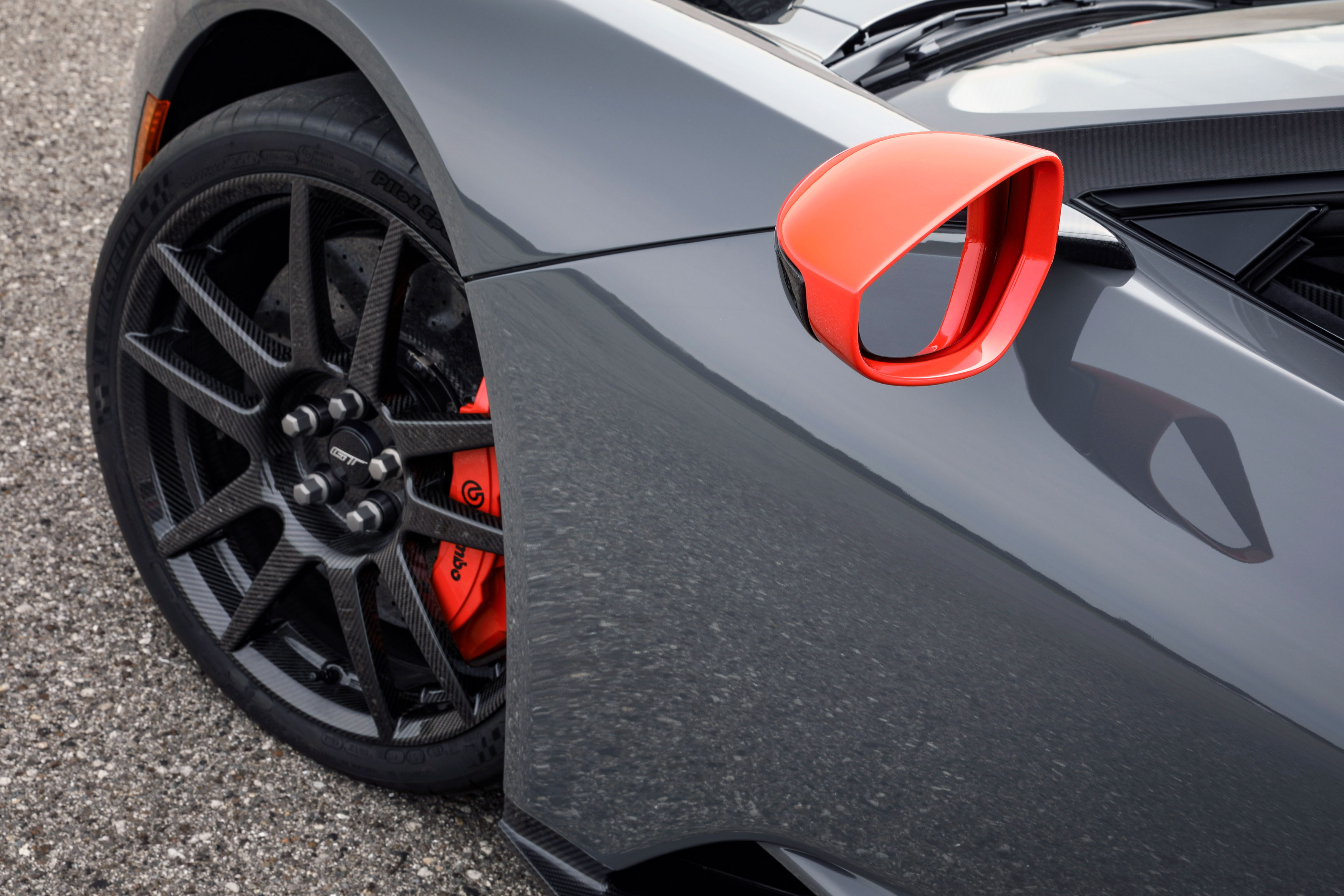 2019 ford gt carbon series fiber wheels titanium lug nuts