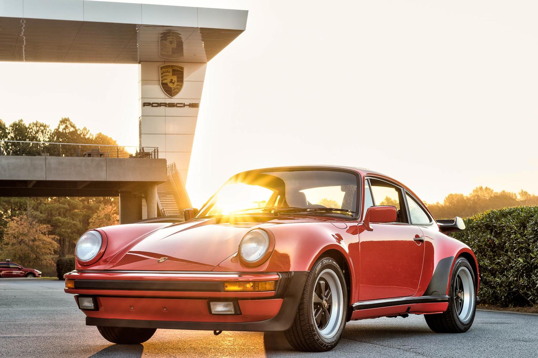 Porsche Classic 911 red front 3/4 sunrise