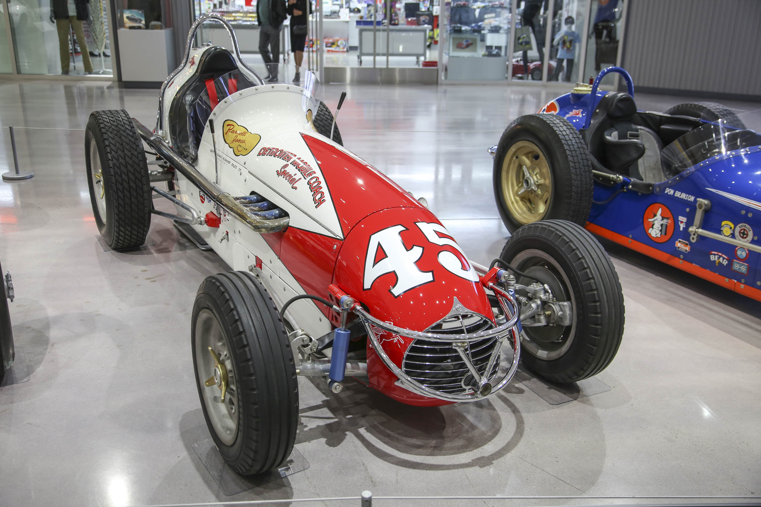 Parnelli Jones celebrated at Petersen Museum Detroiter Mobile Coach Special