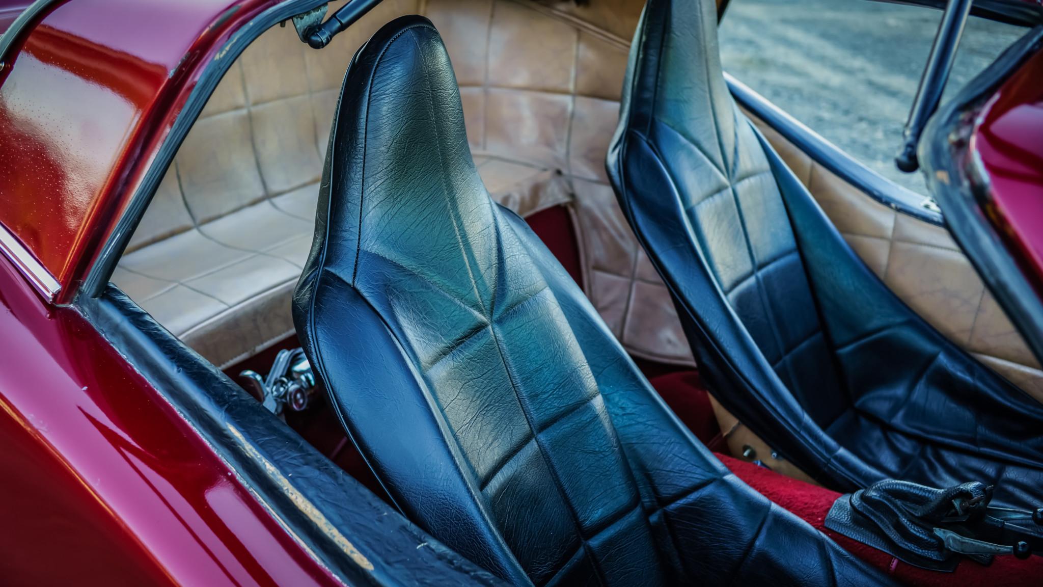 Bradley GT seat details