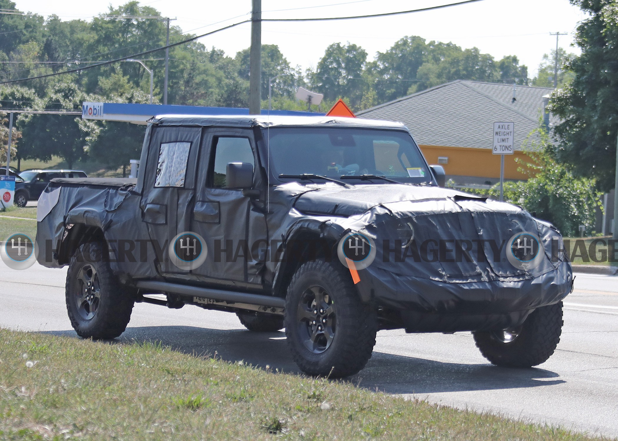 Will the 2020 Jeep Wrangler pickup be called Gladiator? thumbnail