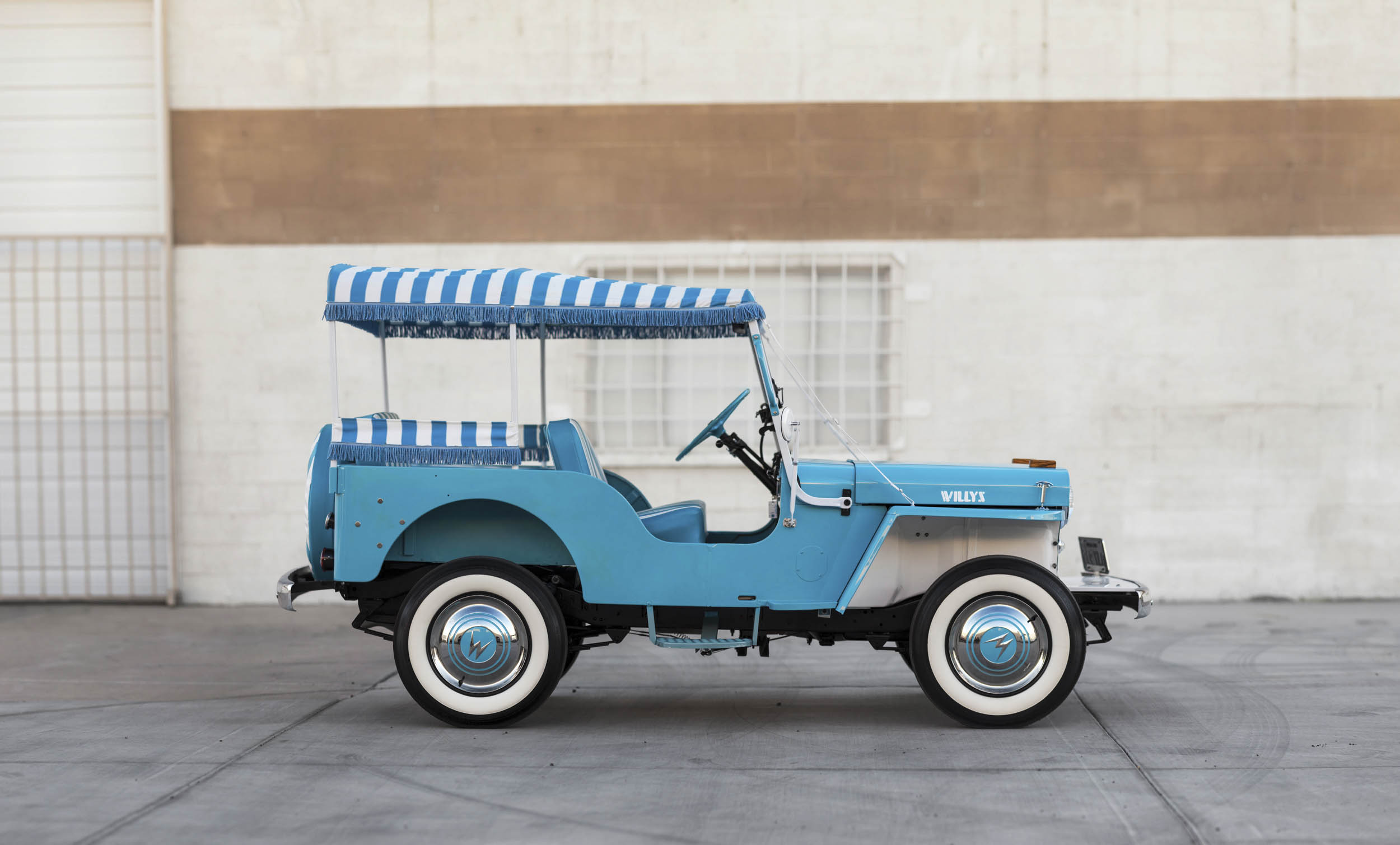 1960 Willys Jeep Gala Runabout profile