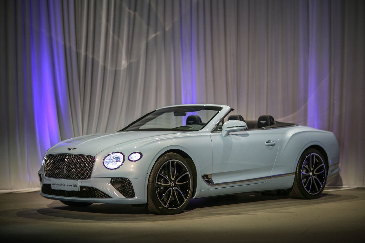 Bentley Continental Convertible 3/4 pearl
