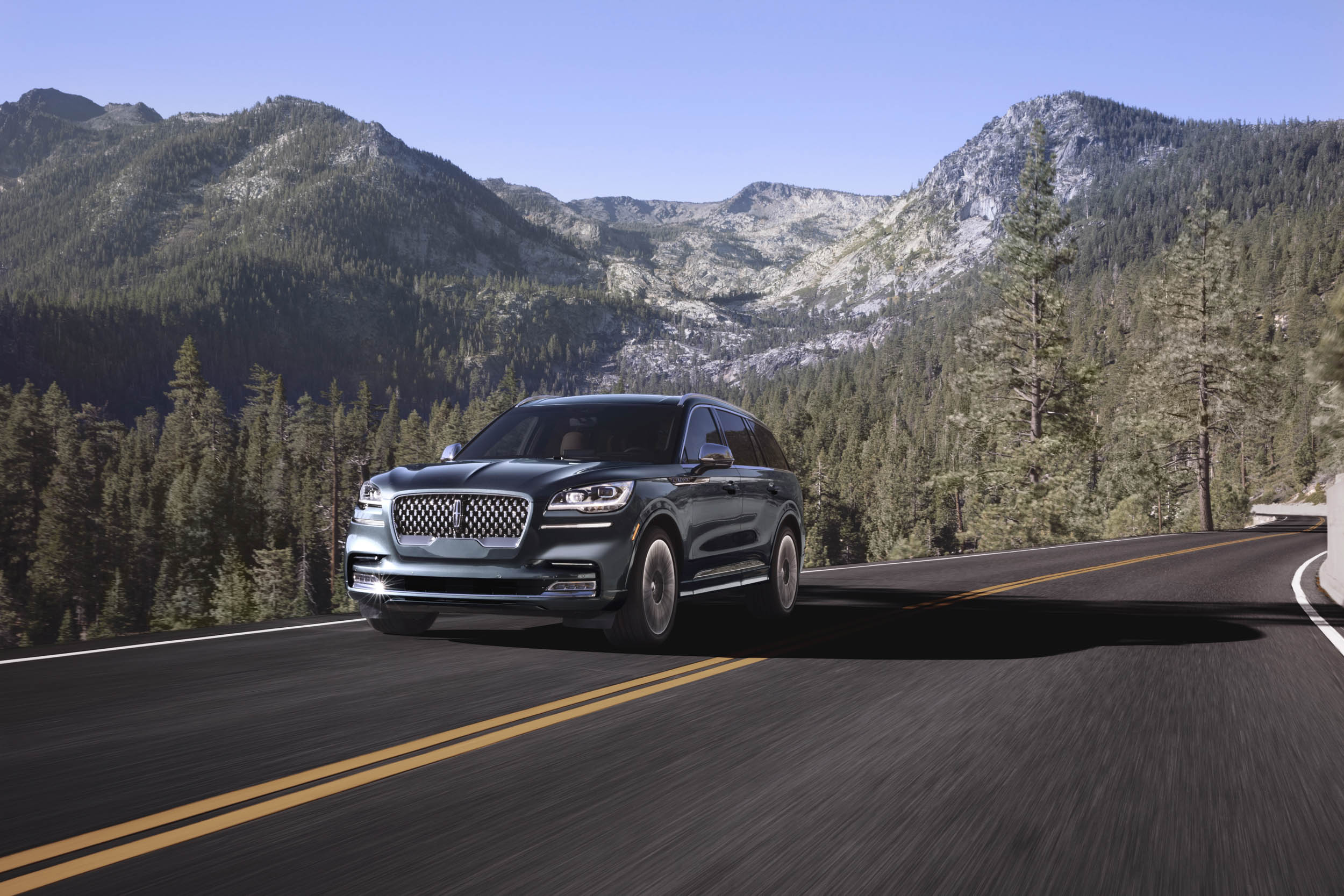 2020 Lincoln Aviator front 3/4