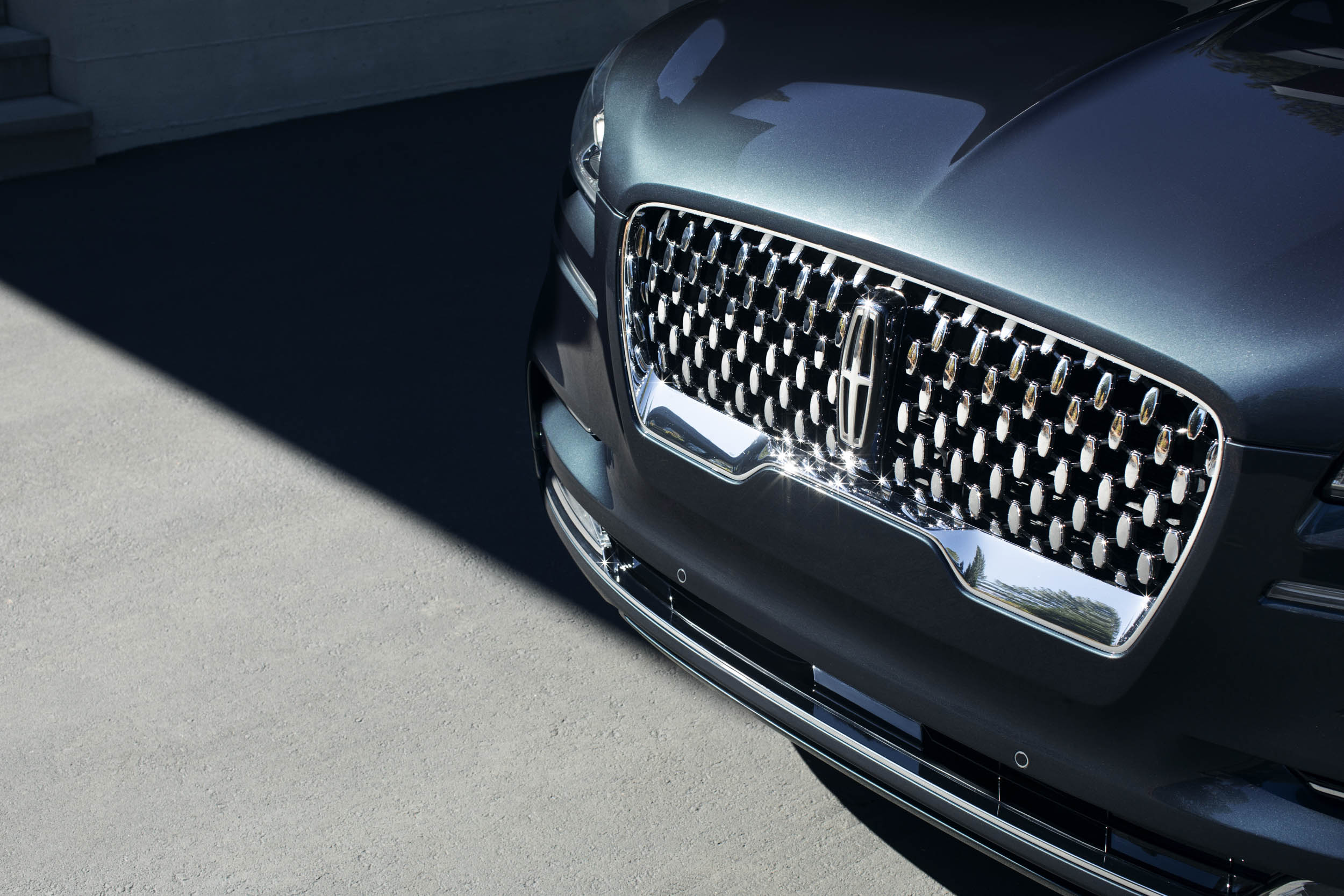2020 Lincoln Aviator grille detail