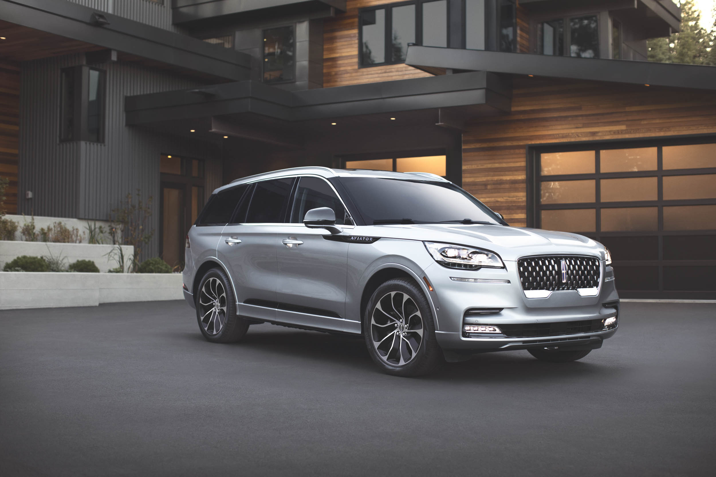 2020 Lincoln Aviator Grand Touring front 3/4
