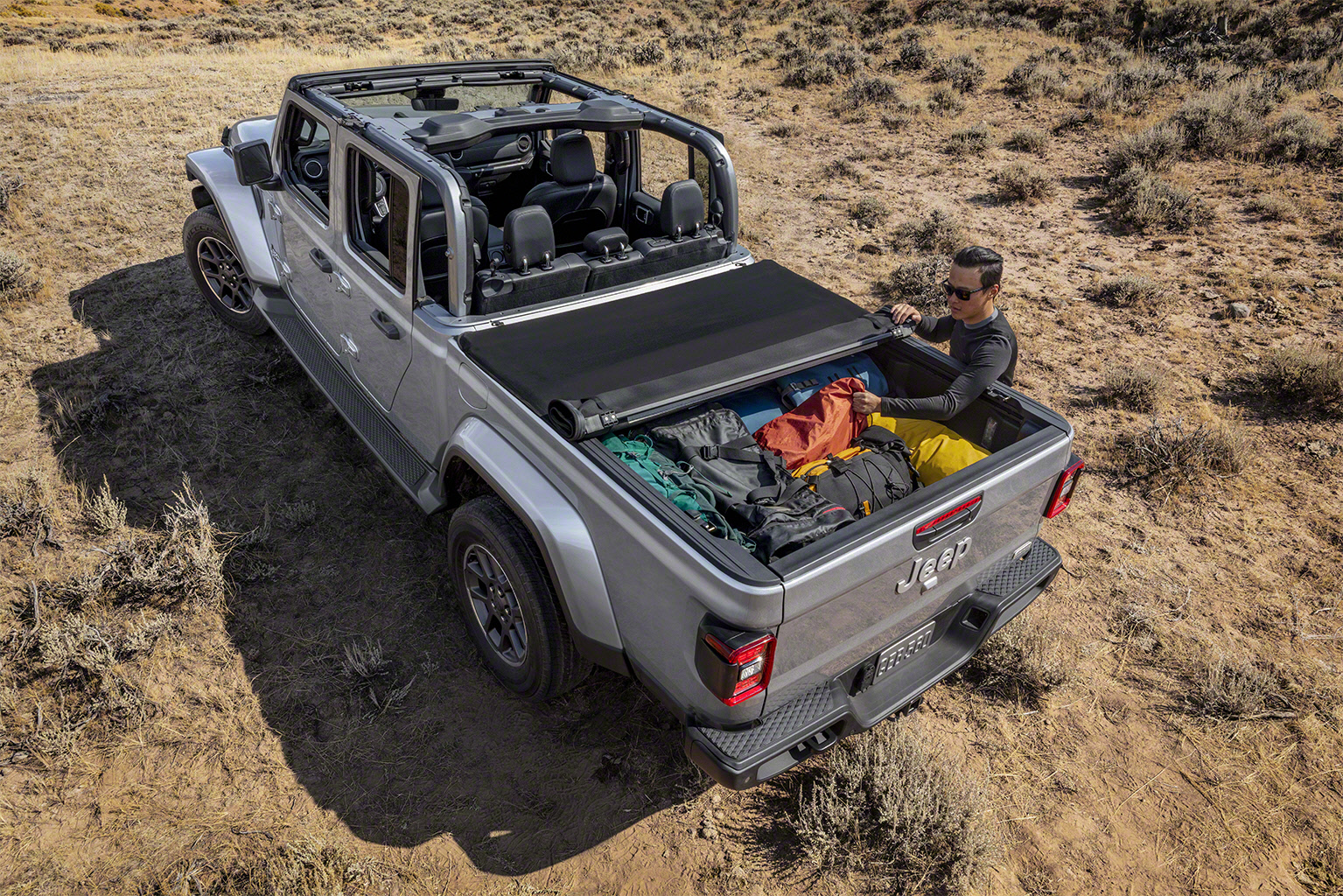 2020 Jeep Gladiator bed cover gear