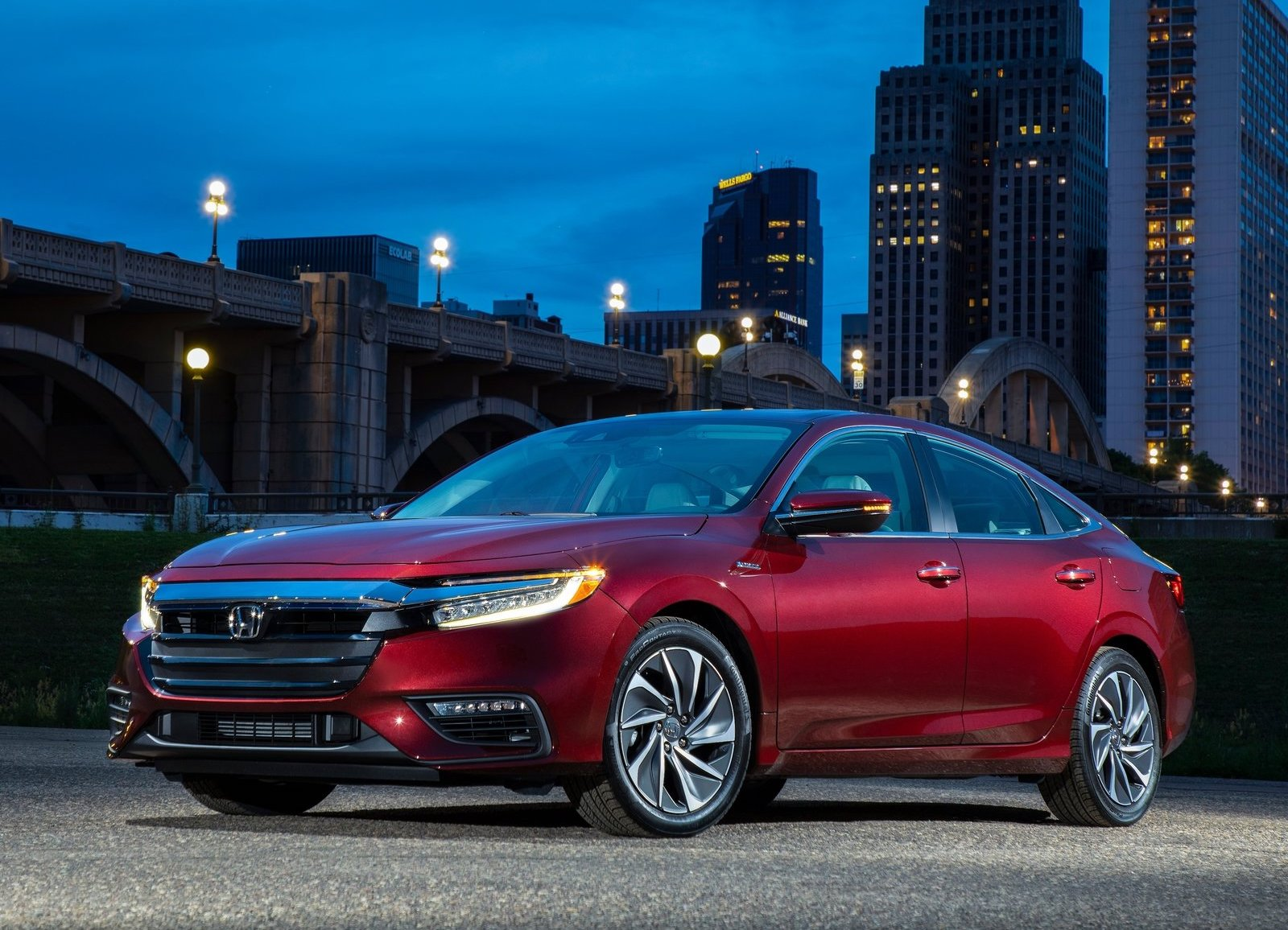 2019 Honda Insight red city night