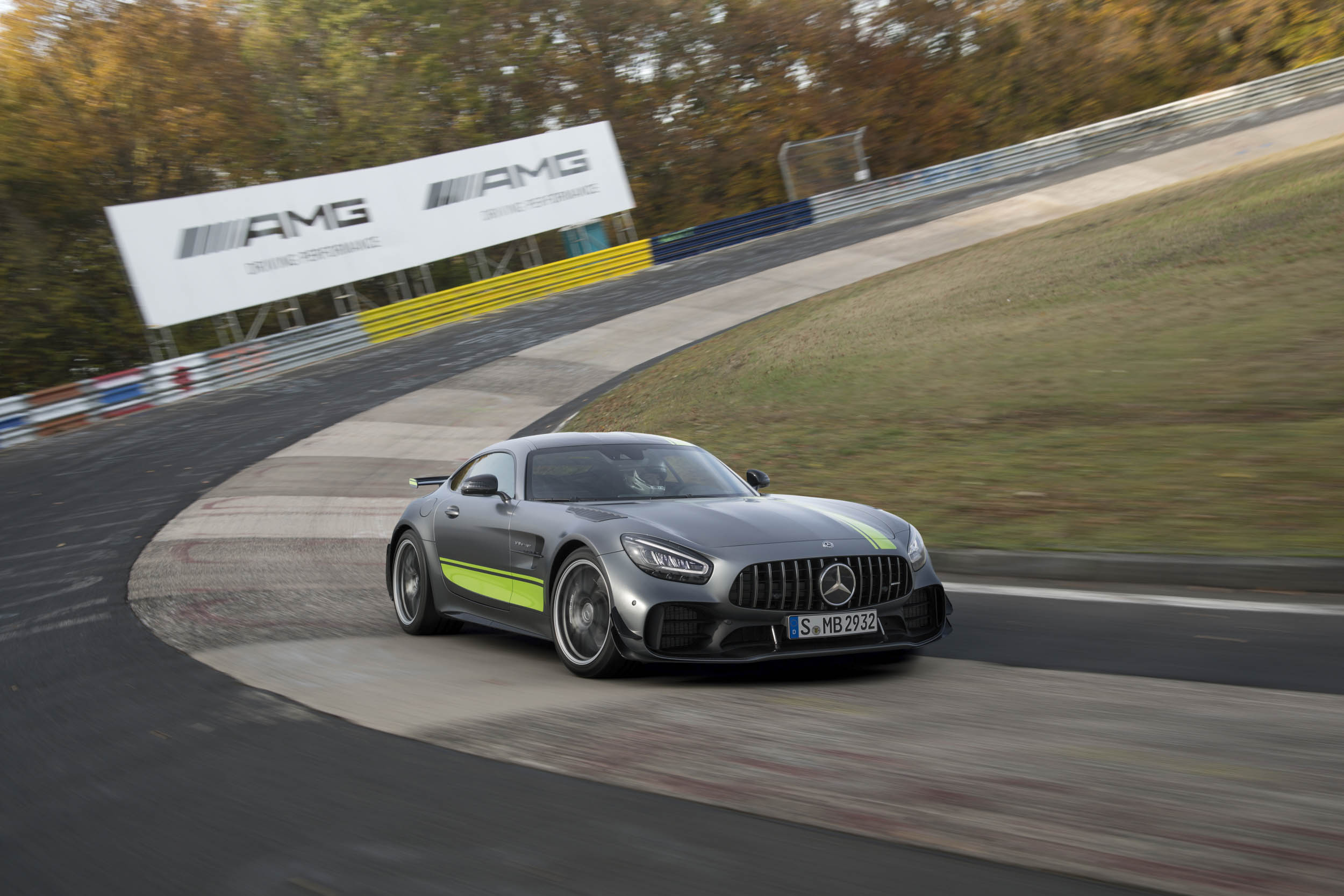 Mercedes-AMG GT R Pro banking left