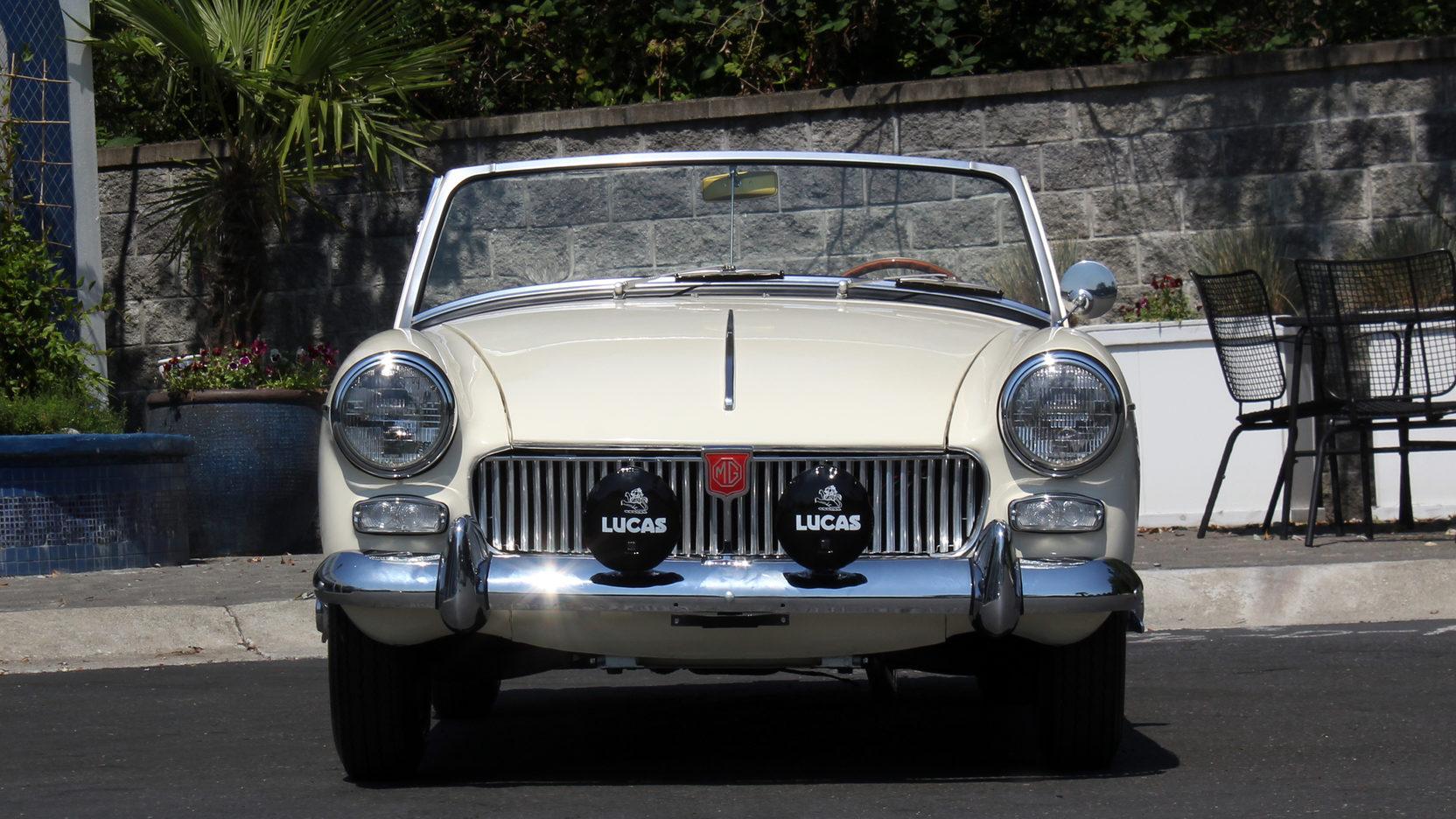 1965 MG Midget front