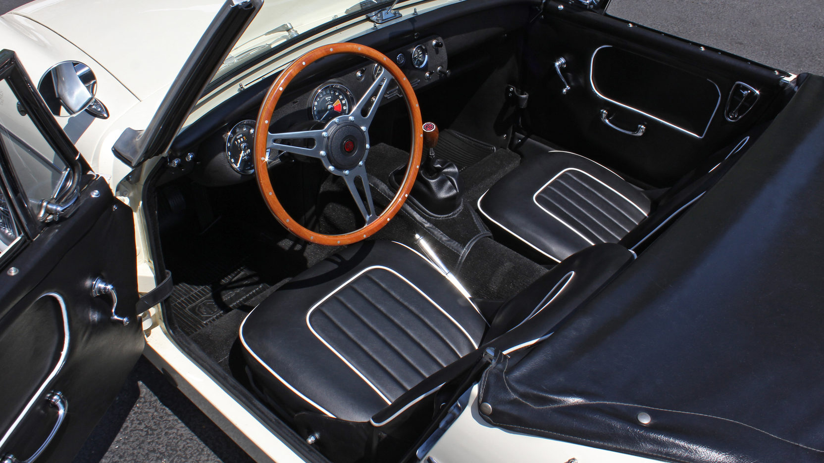 1965 MG Midget interior