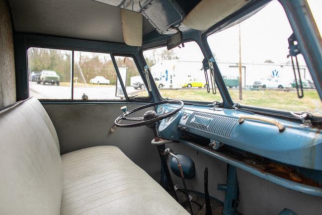 1962 Volkswagen Vanagon interior passenger