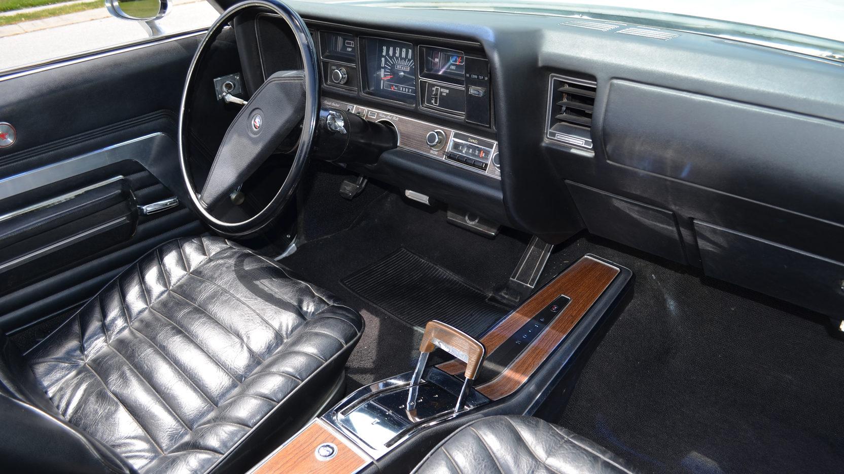 1970 Buick Wildcat interior dash