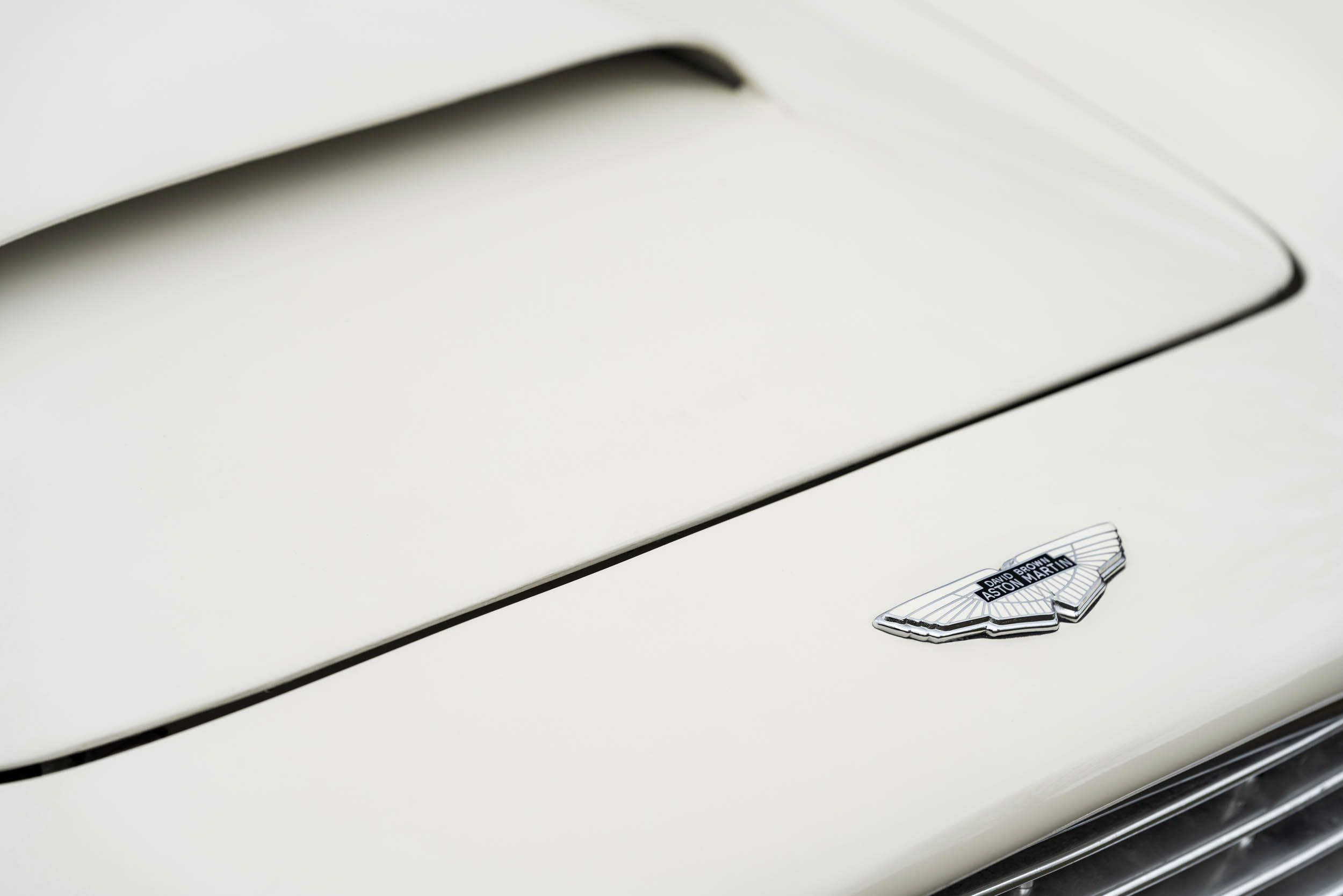 1970 DB6 MkII Volante hood badge